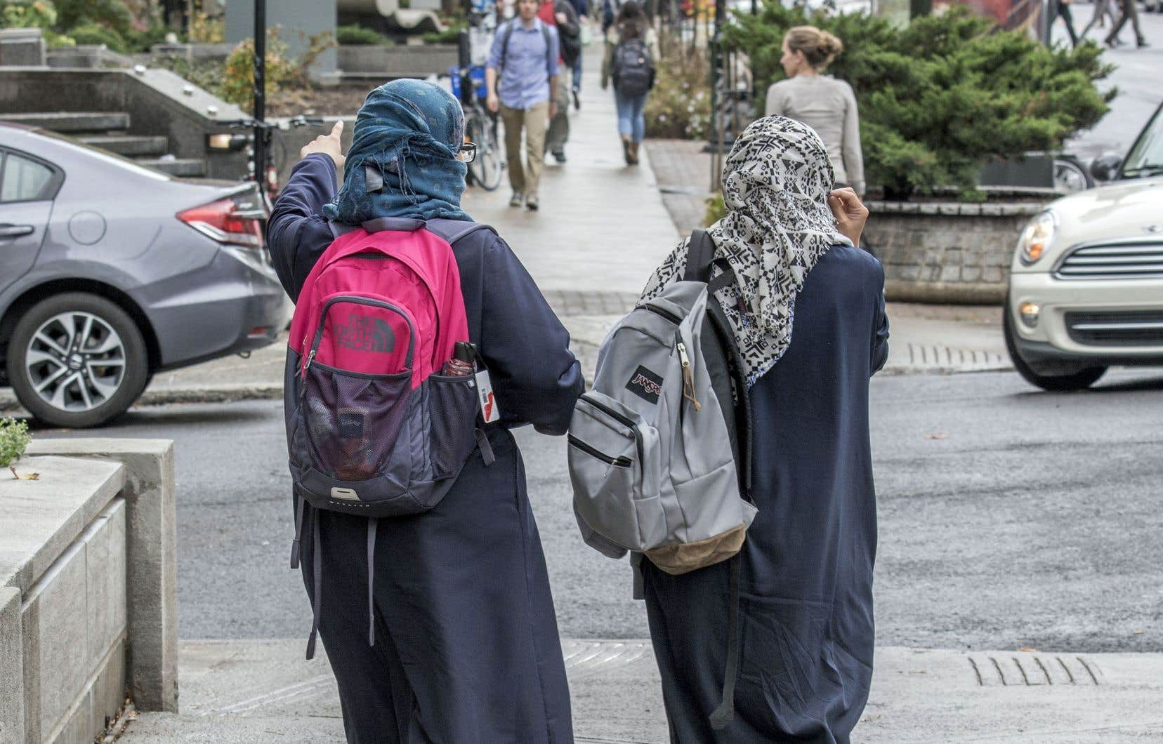 La journée s'est déroulée sous le signe de la diversité, mercredi à Québec, avec l'adoption de la Loi sur la neutralité religieuse et la refonte de la consultation sur le racisme systémique.