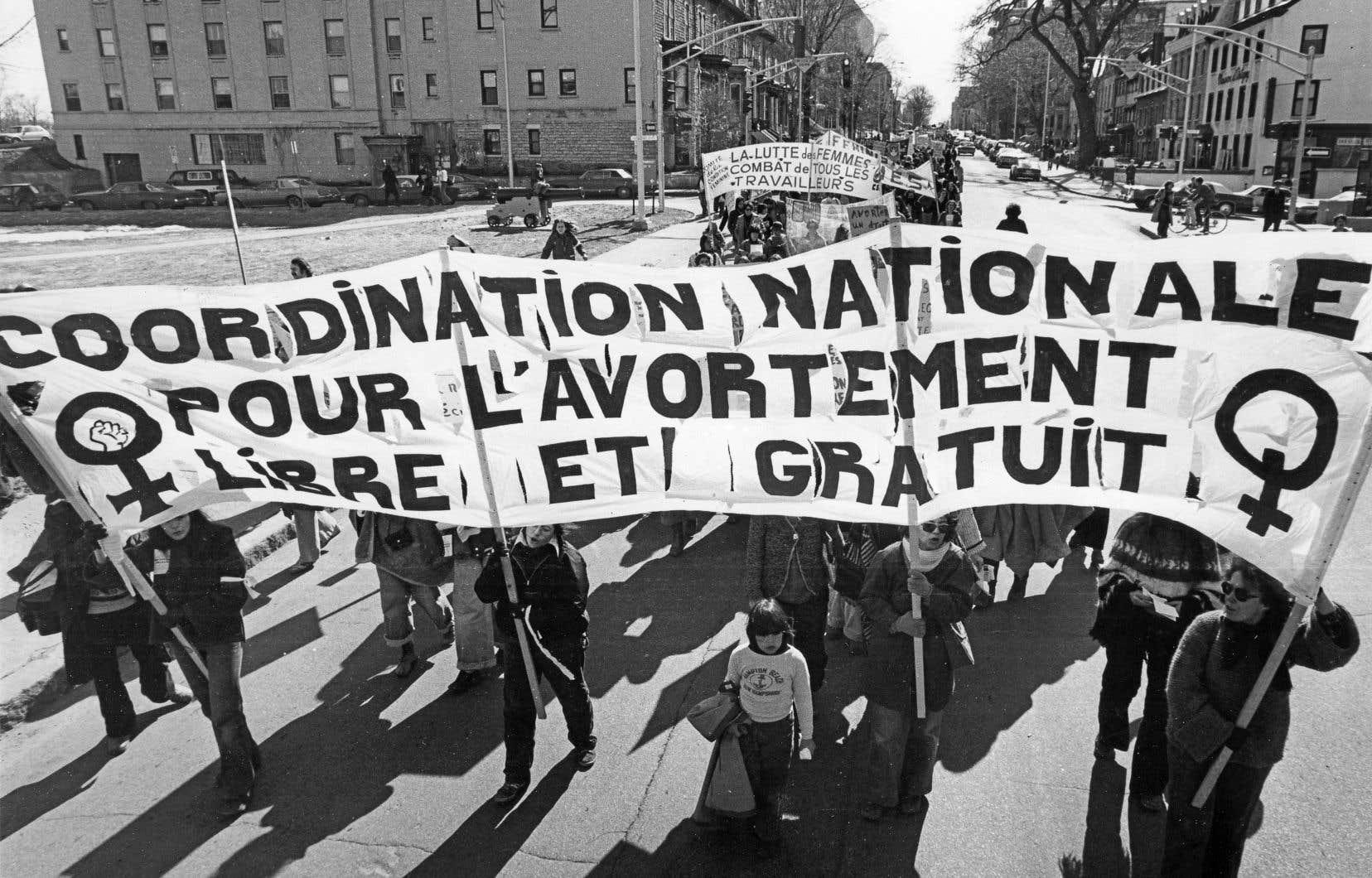 Dans les années suivant la commission, plusieurs organismes de condition féminine sont créés pour donner suite aux recommandations contenues dans le rapport. Sur cette photo, une manifestation à Québec en 1978 avait rassemblé un millier de personnes de tous les coins de la province.