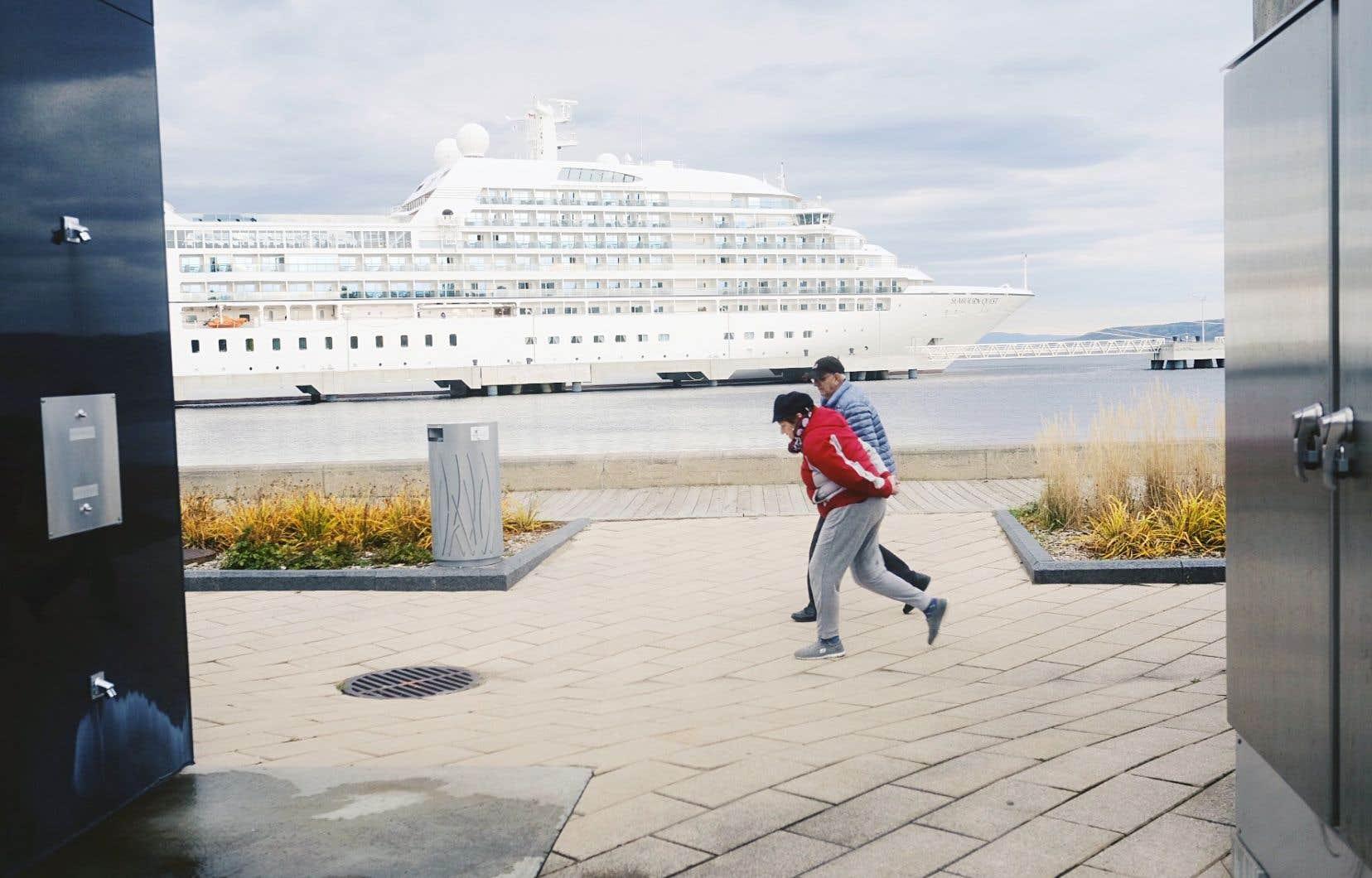 Destination prisée par les amateurs de croisière pour la beauté de son fjord, Saguenay demeure à la merci d'une économie fragile.