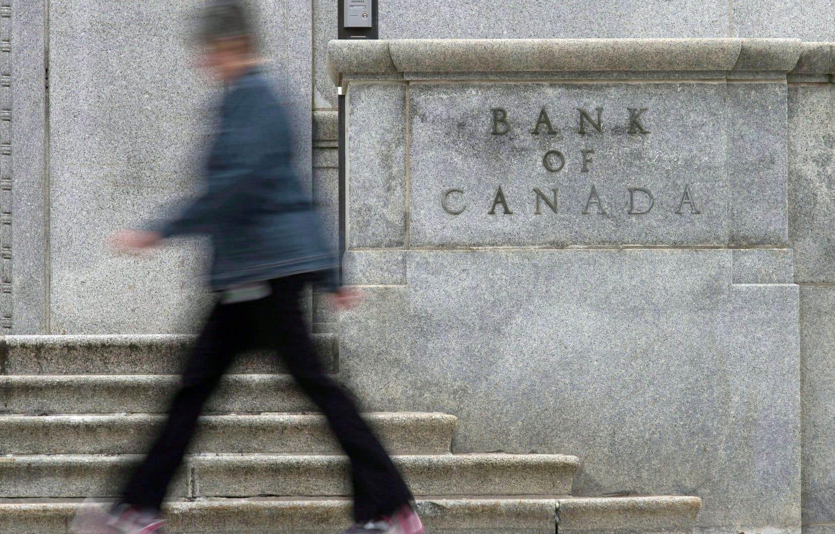 La banque a indiqué mercredi qu'elle s'attendait à rester sur le chemin des hausses de taux, mais peut-être à un rythme plus hésitant.