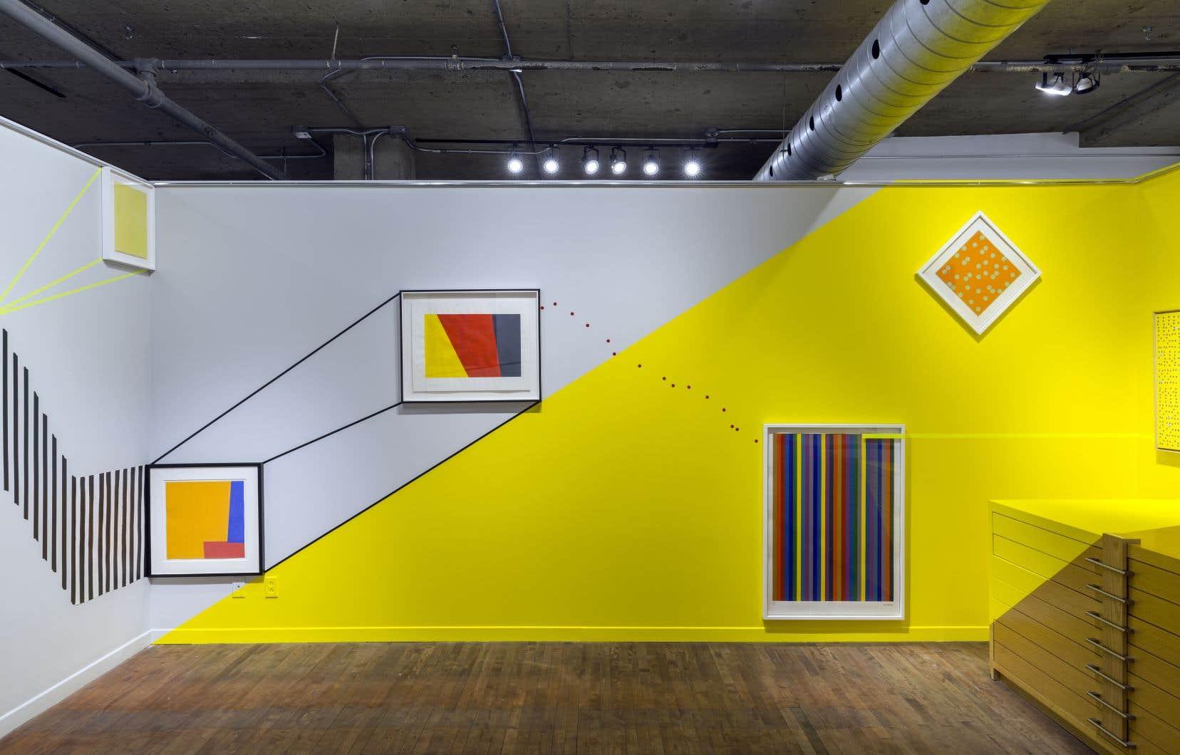 Jean-Sébastien Denis a travaillé in situ dans la salle 3 de la galerie, aux côtés d'œuvres de Letendre, Tousignant, Juneau et Molinari.