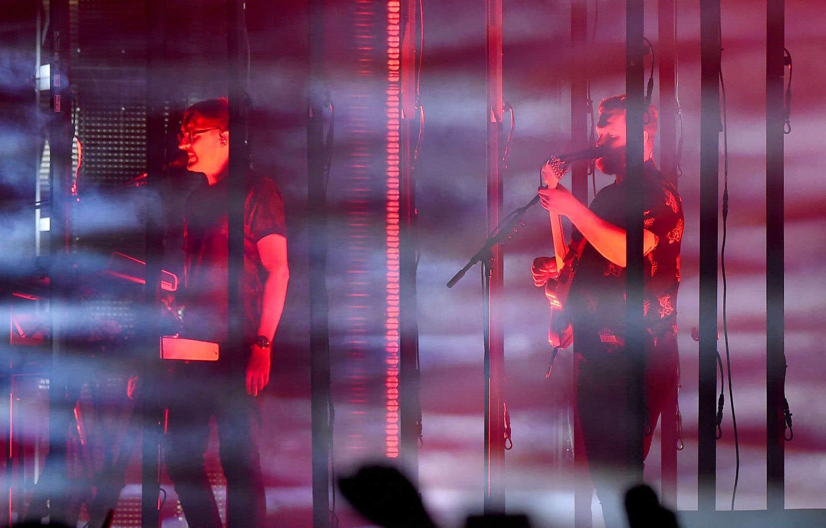 Sur scène, le claviériste et cochanteur du groupe, Gus Unger-Hamilton (à gauche), assure que les nouveaux morceaux plus calmes de l'album «Relaxer» trouvent fort bien leur place.