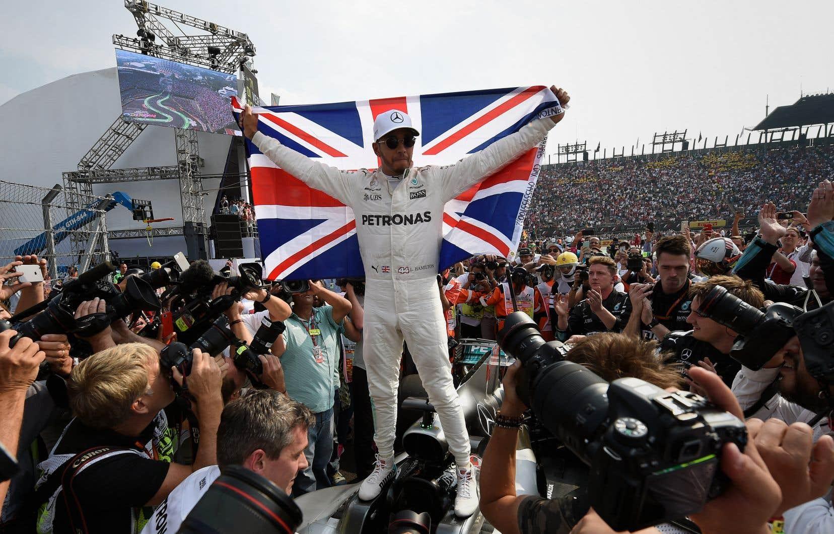 Le pilote Mercedes, Lewis Hamilton
