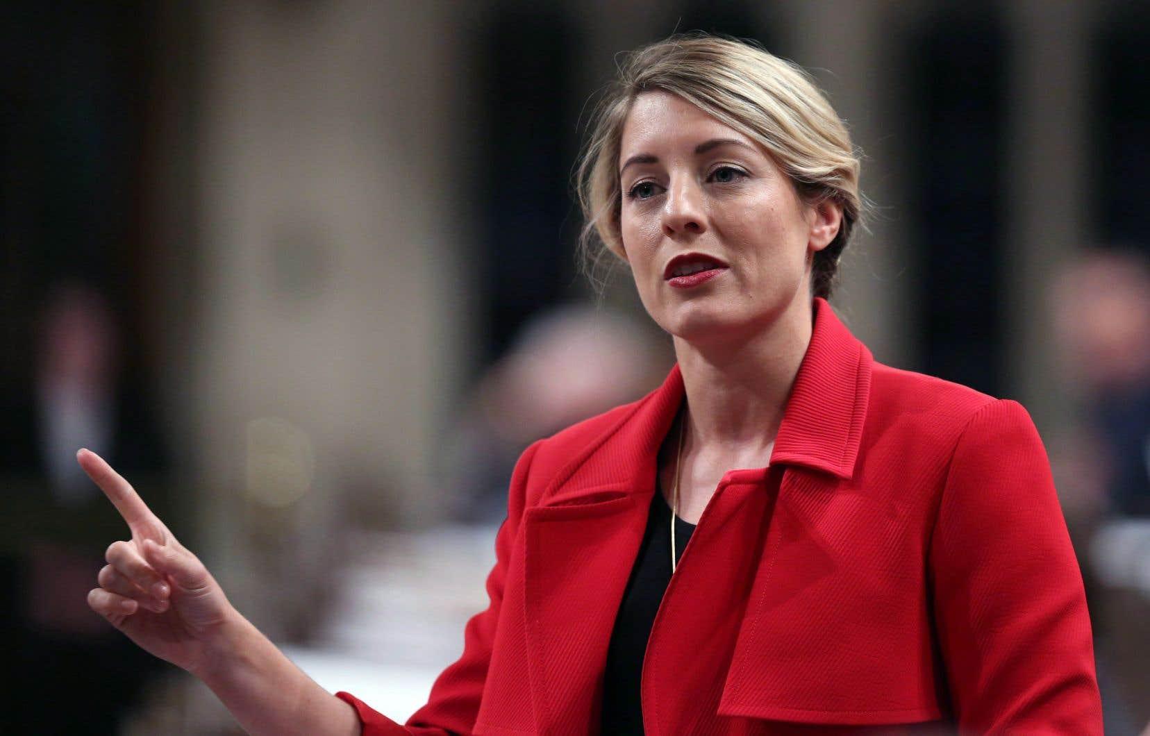 Le cabinet de la ministre du Patrimoine canadien, Mélanie Joly, se défend de tout favoritisme.