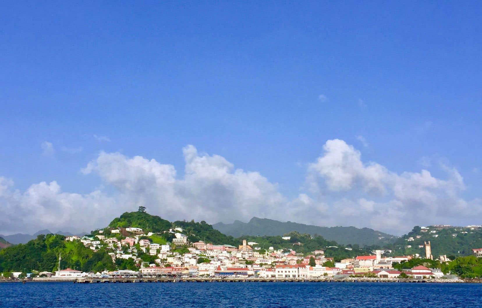 Saint-Georges, la capitale de la Grenade, vue de la mer