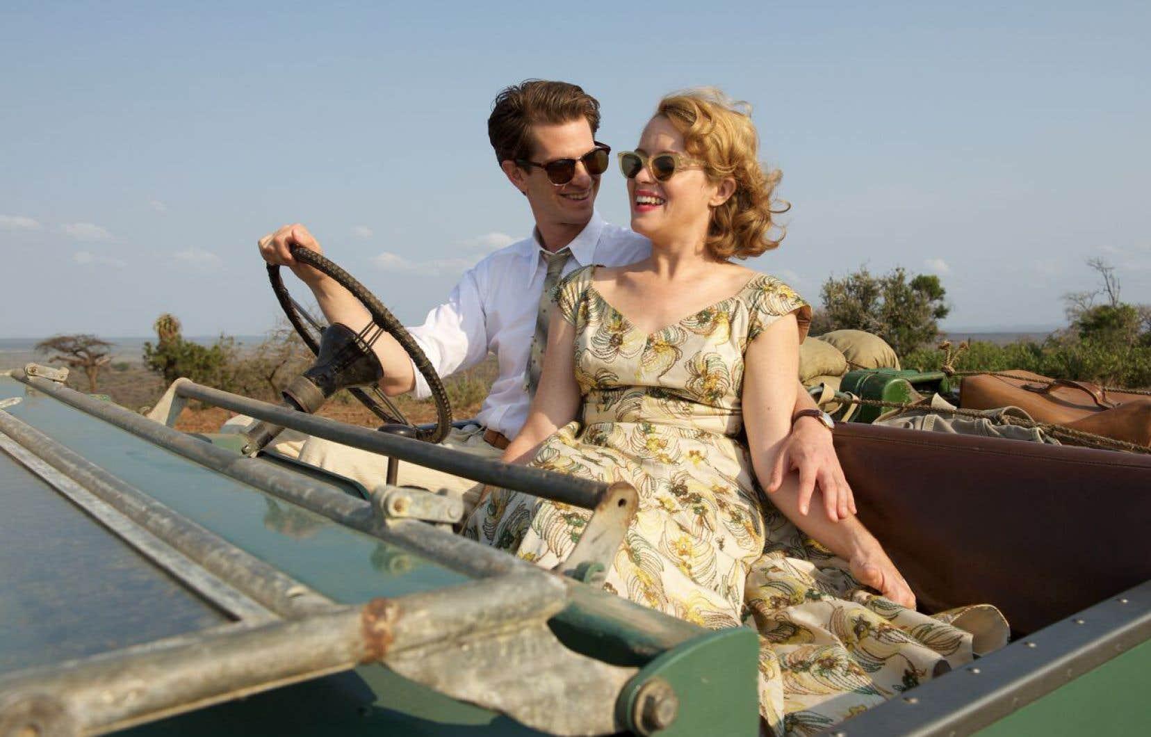 Robin Cavendish (Andrew Garfield, une interprétation de type «oscarisable»), un exportateur de thé en affaires au Kenya en compagnie de son épouse Diana (Claire Foy, un peu trop lisse)
