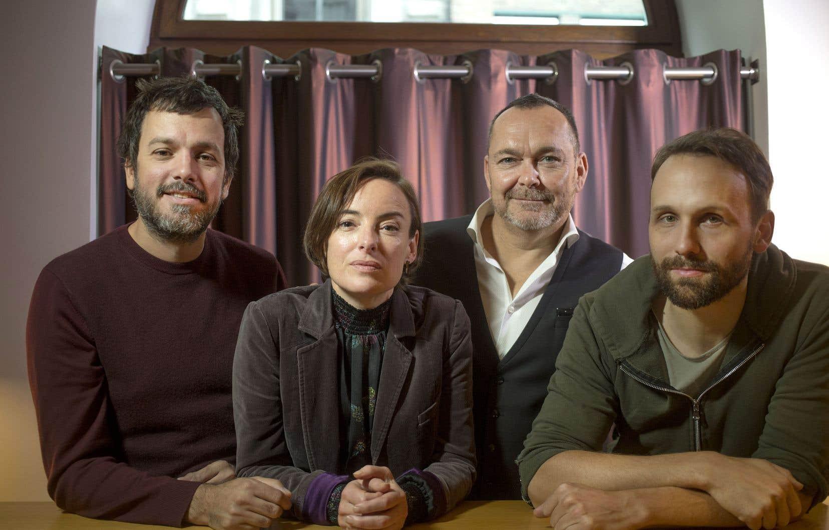 Le réalisateur Jean-François Asselin en compagnie des acteurs Pascale Bussières, Jean-Michel Anctil et Émile Proulx-Cloutier