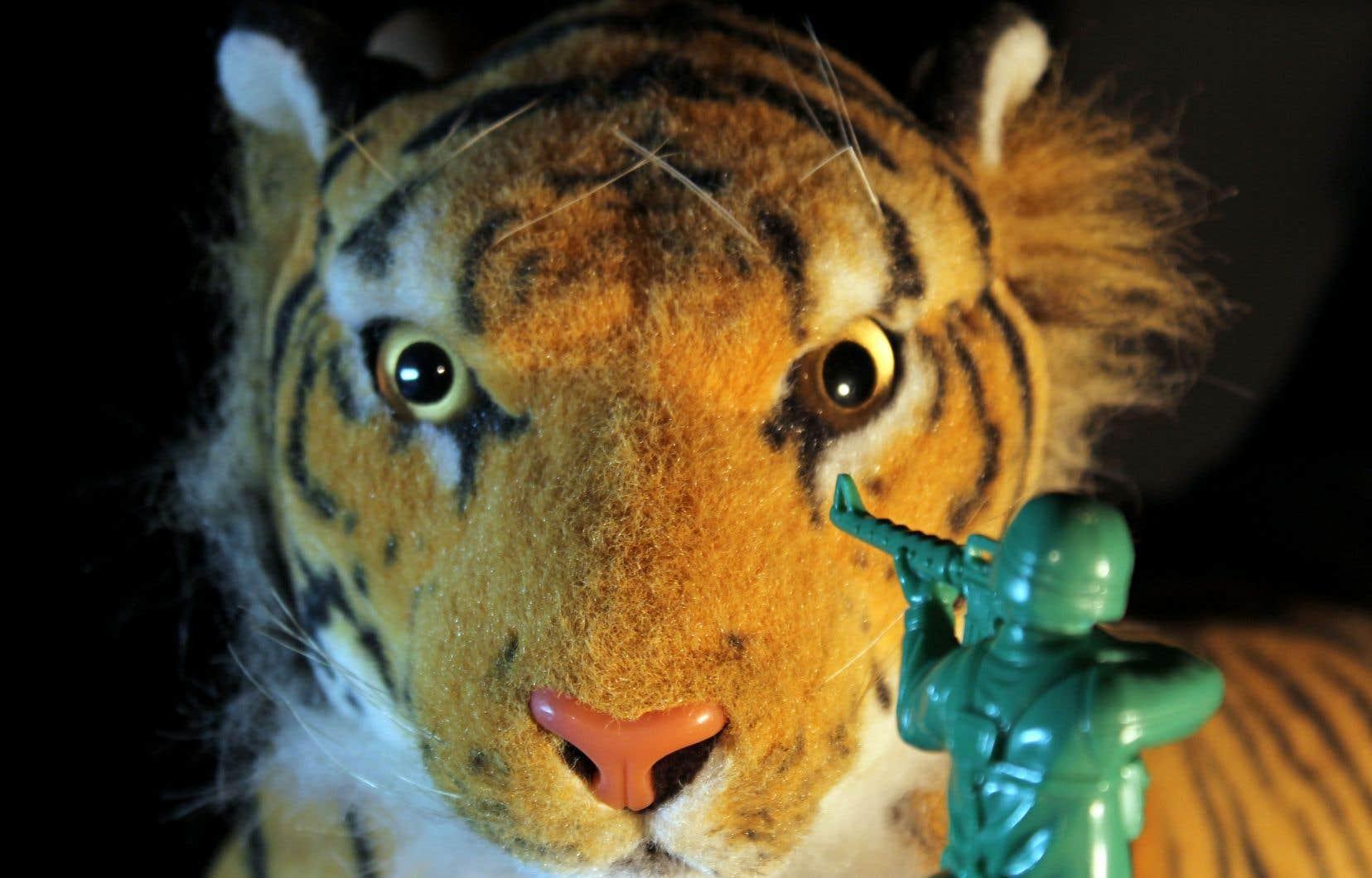 Des jouets constituent les personnages: un tigre en peluche et diverses versions de soldats jouets composent l'essentiel de la distribution qu'Ariel Doron anime joyeusement.