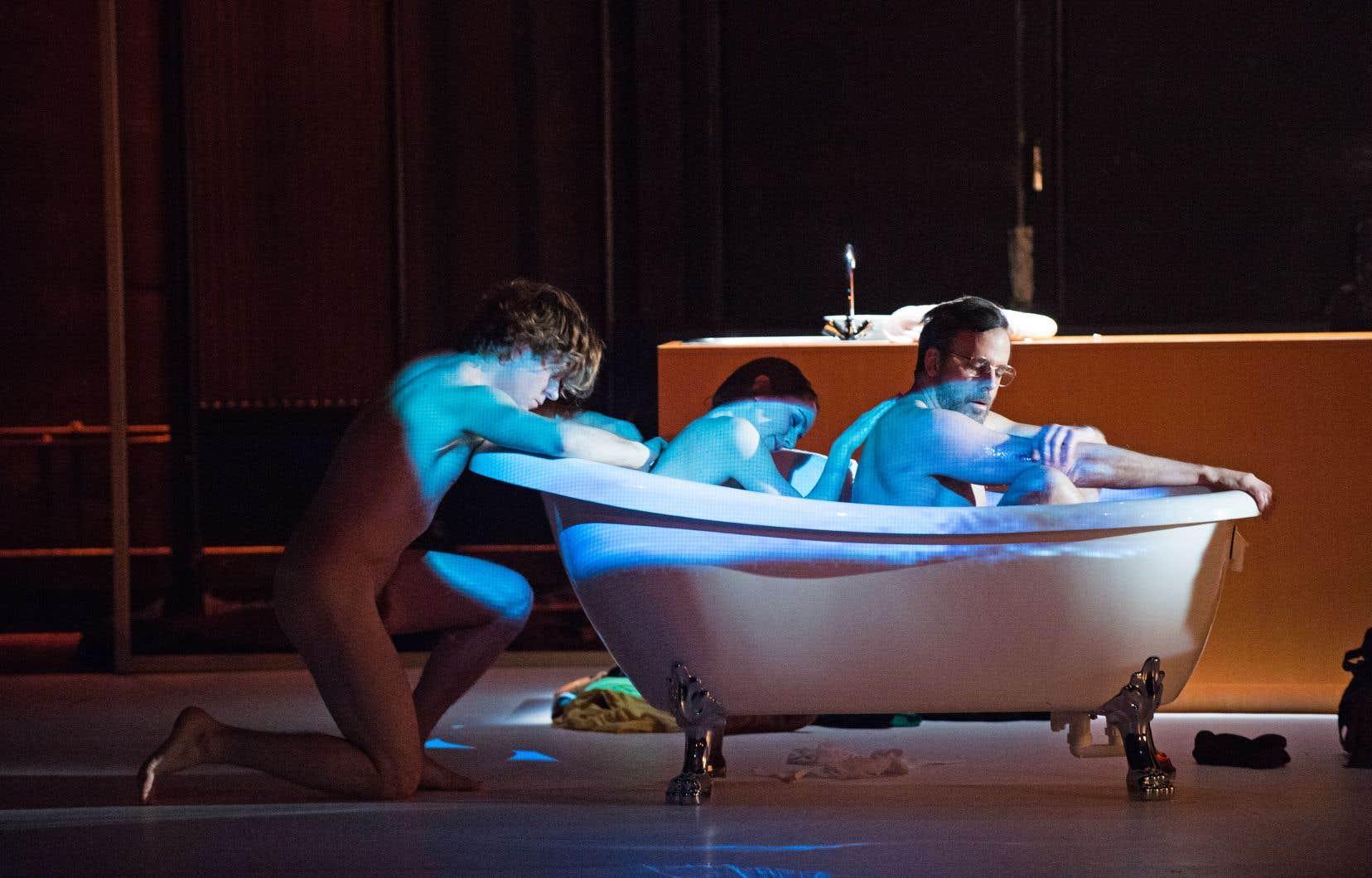 Bien que l'interprétation de Renaud Lacelle-Bourdon, d'Eugénie Anselin et d'Éric Bernier ne manque pas de tonus, loin de là, leur tourbillon, futile, nous laisse étrangement dans son sillage.