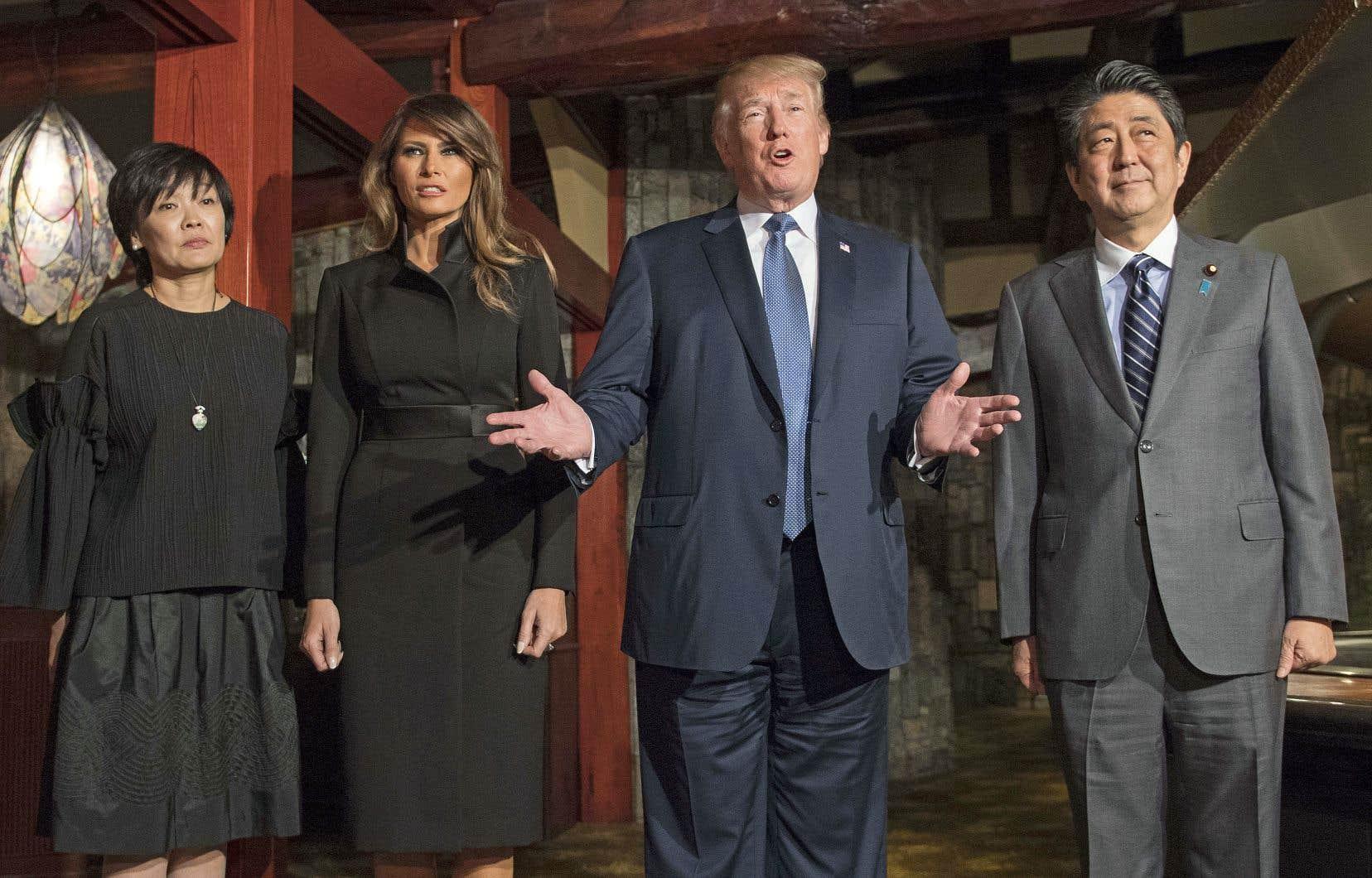 Donald Trump en compagnie du premier ministre japonais, Shinzo Abe, et de leurs épouses.