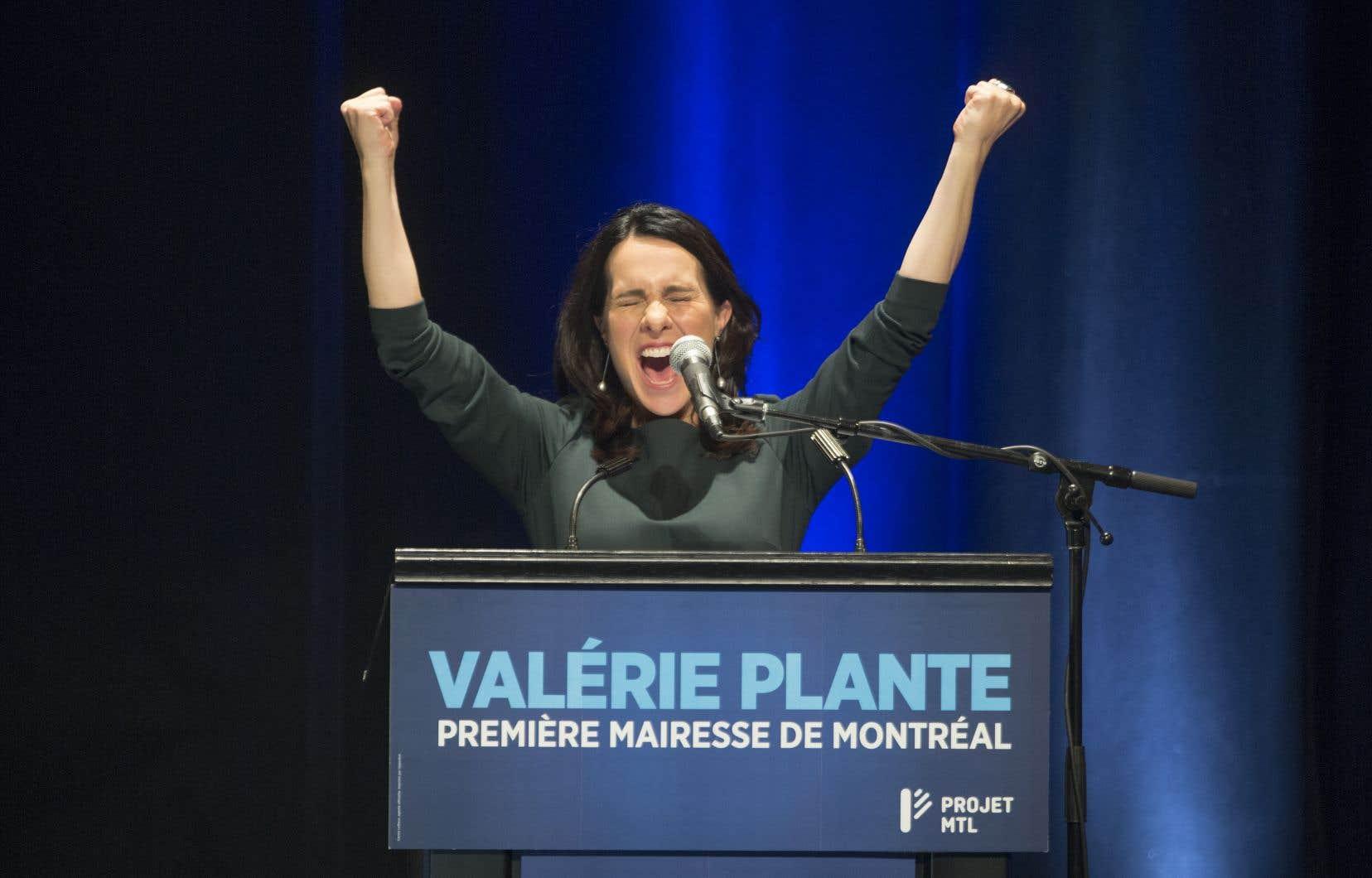Valérie Plante célèbre sa victoire.