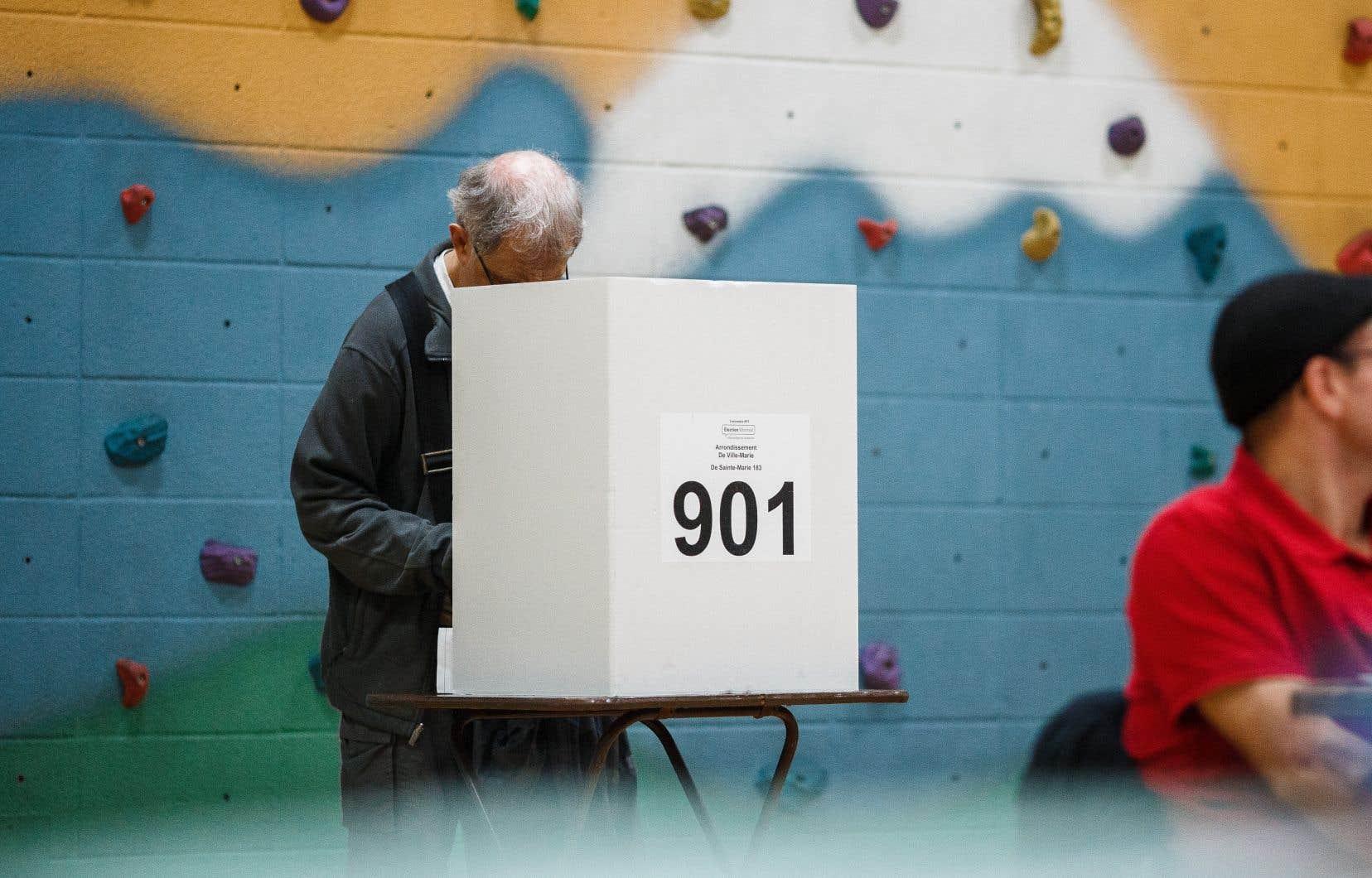 Les bureaux de scrutin ont fermé à 20h partout au Québec.