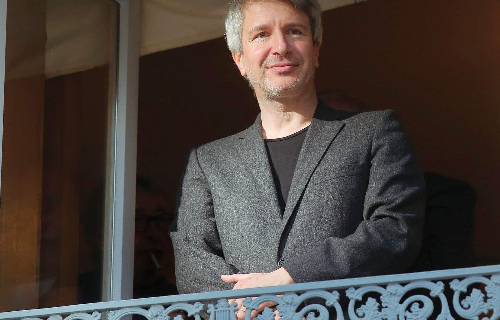 Le prix Goncourt, la plus prestigieuse récompense littéraire du monde francophone, a été attribué à L'ordre du jour d'Éric Vuillard pour son récit sur l'arrivée au pouvoir d'Hitler, l'Anschluss et le soutien sans faille des industriels allemands à la machine de guerre nazie.