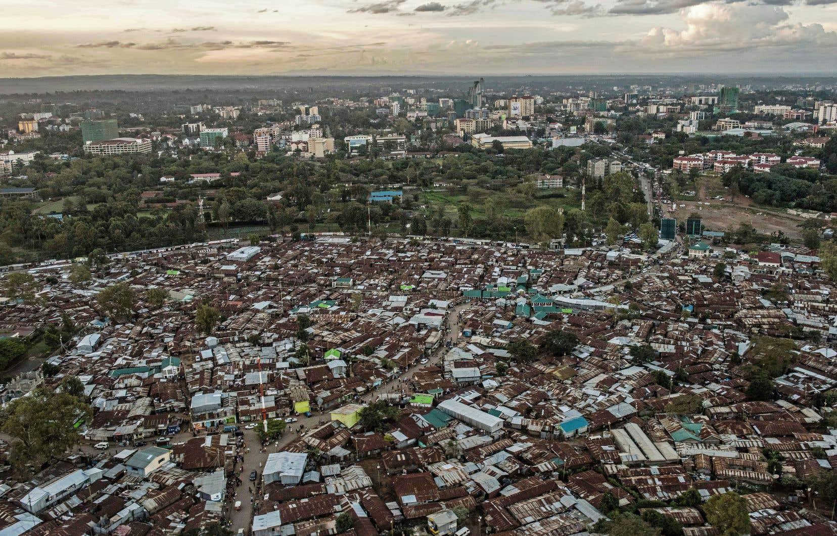 L'un des bidonvilles les plus étendus d'Afrique se situe à Kibera, près de Nairobi, où vivent un million de personnes.