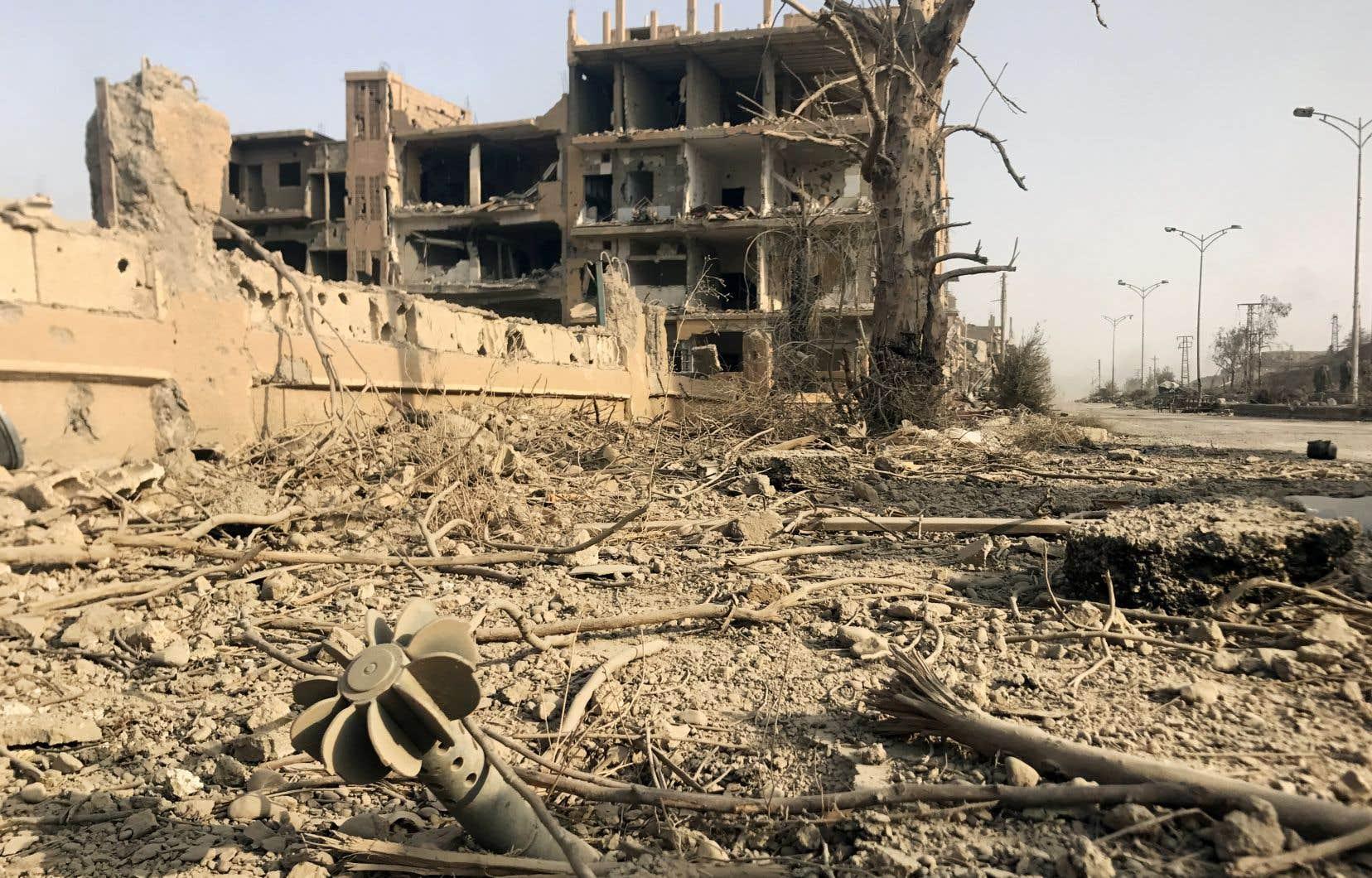 Début novembre, le groupe EI avait perdu la ville de Deir Ezzor, chef-lieu de la province du même nom et dernière grande ville sous son contrôle en Syrie.