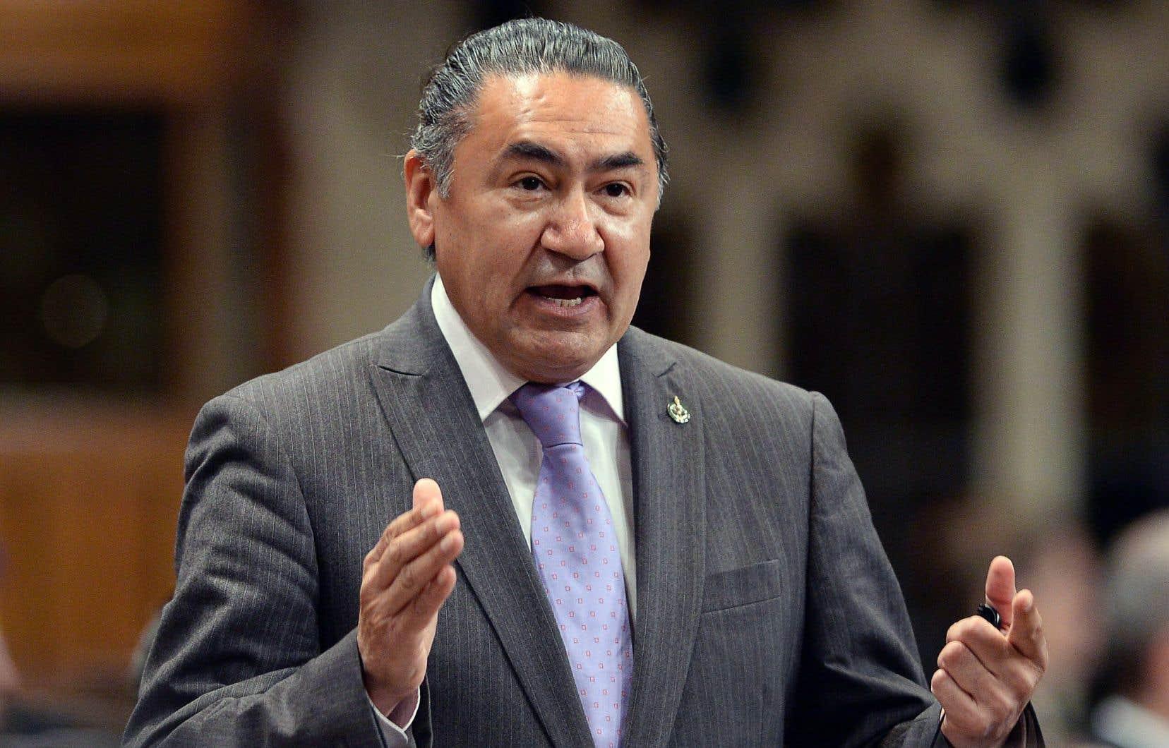 Le député Romeo Saganashpropose que toutes les langues autochtones parlées au Canada soient déclarées officielles.