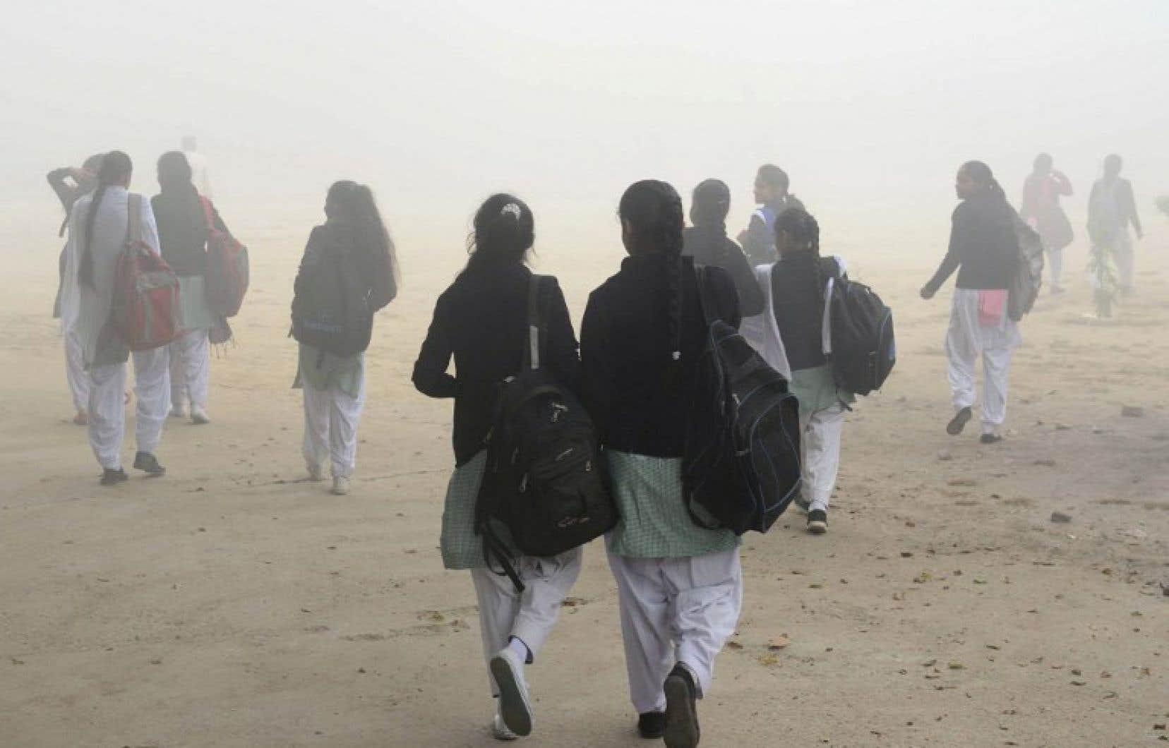Des médecins ont déclaré la capitale indienne, qui suffoque depuis près d'une semaine dans un brouillard toxique, en état d'urgence sanitaire.