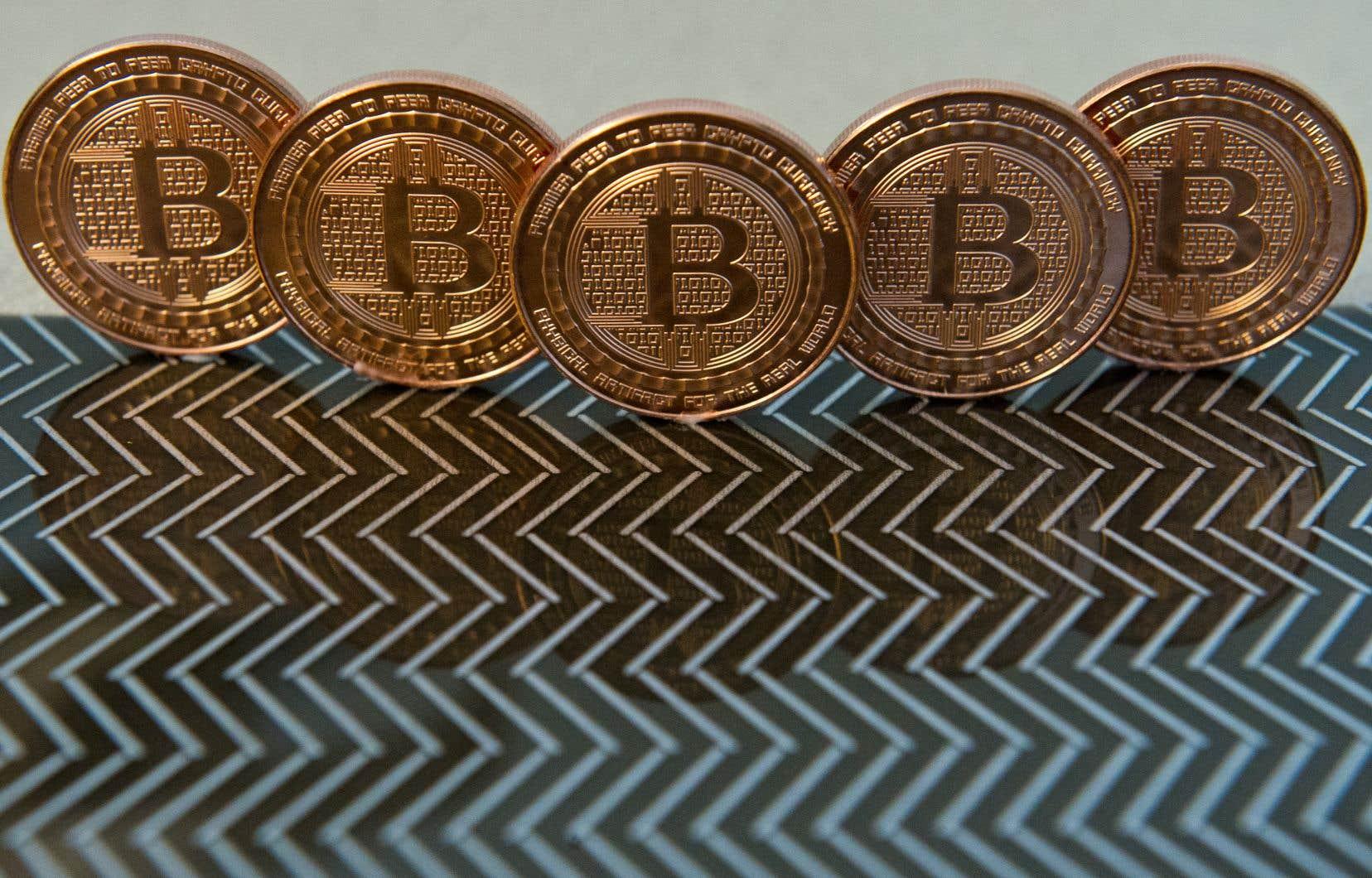 Le bitcoin pâtit notamment de la concurrence d'un rival, le «bitcoin cash», créé cet été à l'initiative d'une part minoritaire de la communauté de ses utilisateurs.