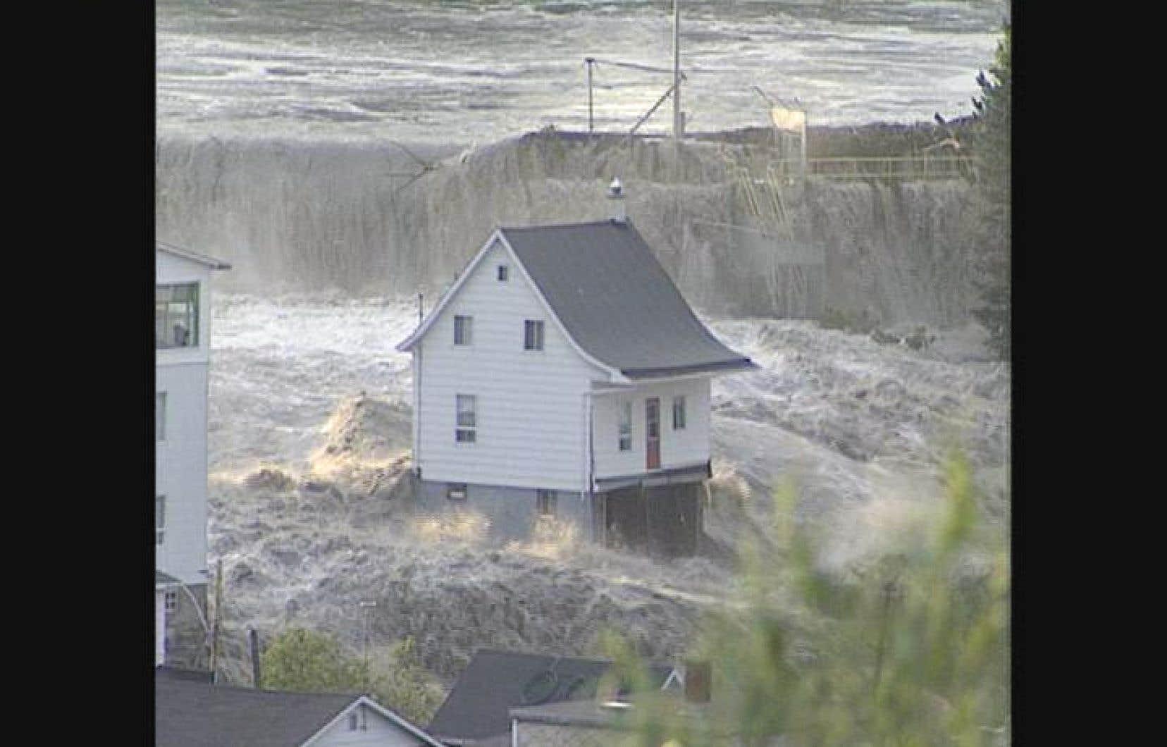 Une image d'archives du déluge au Saguenay présentée à l'émission «Tout le monde en parlait» en juillet 2013.