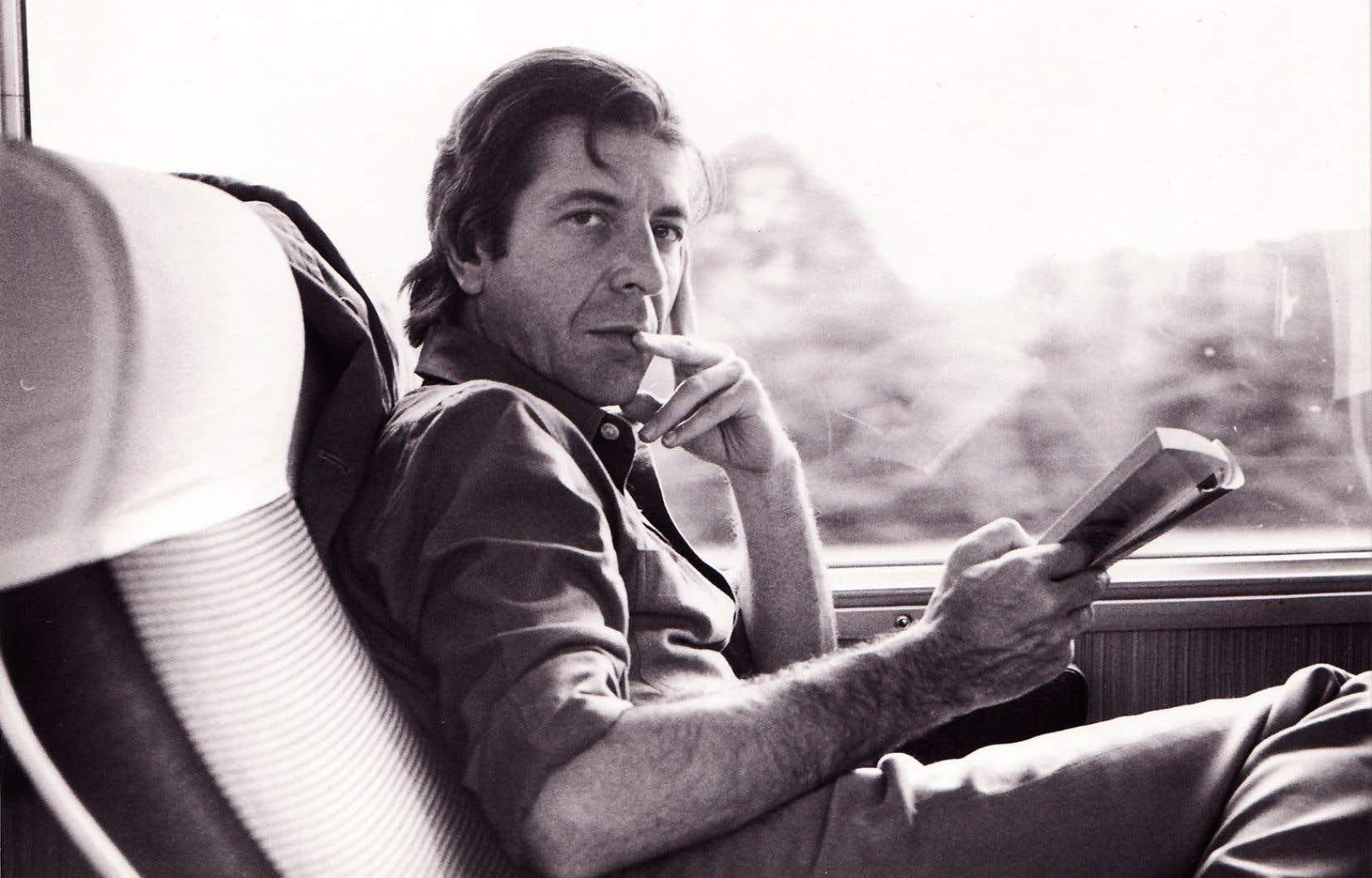 Un an après son décès, Leonard Cohen fait l'objet d'une exposition au Musée d'art contemporain de Montréal.