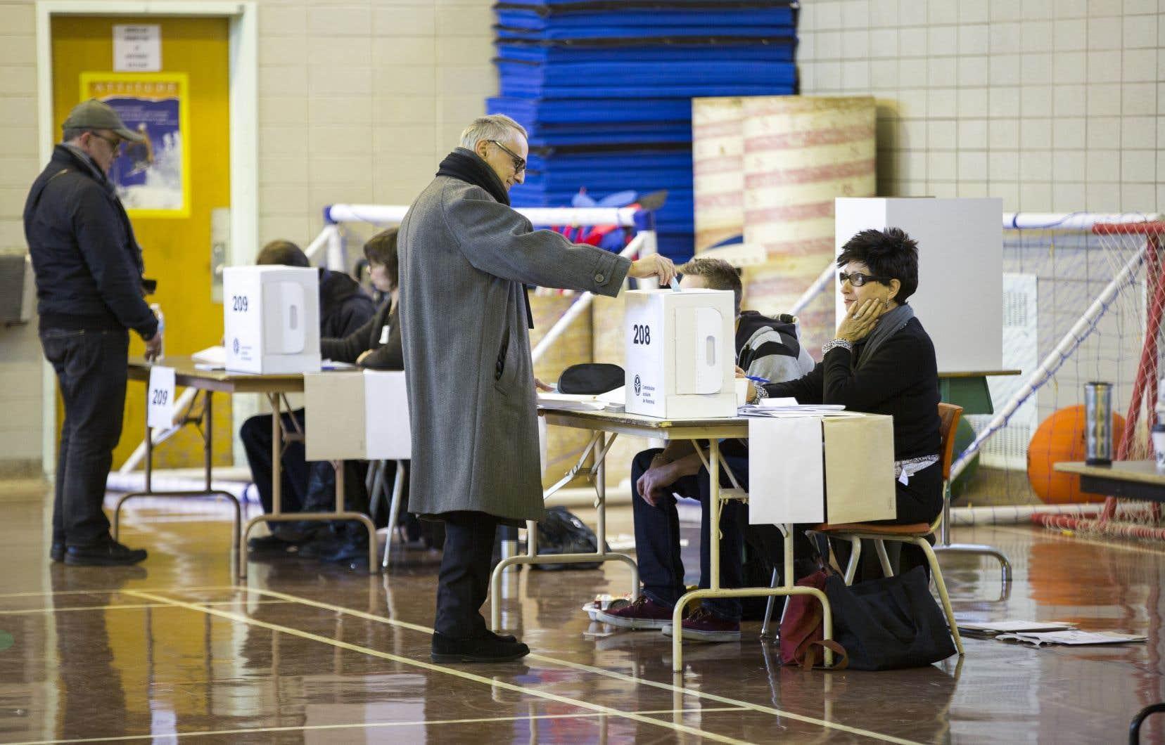 Si l'on se désole du faible taux de participation aux récentes élections municipales — 42% à Montréal —, celui que l'on observe aux élections scolaires est insignifiant : moins de 5% en 2014, souligne l'auteur.