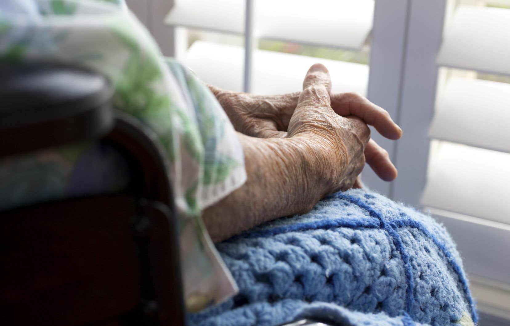 La maltraitance «matérielle ou financière» constitue le tiers des cas rapportés à la ligne Abus Aide Aînés.
