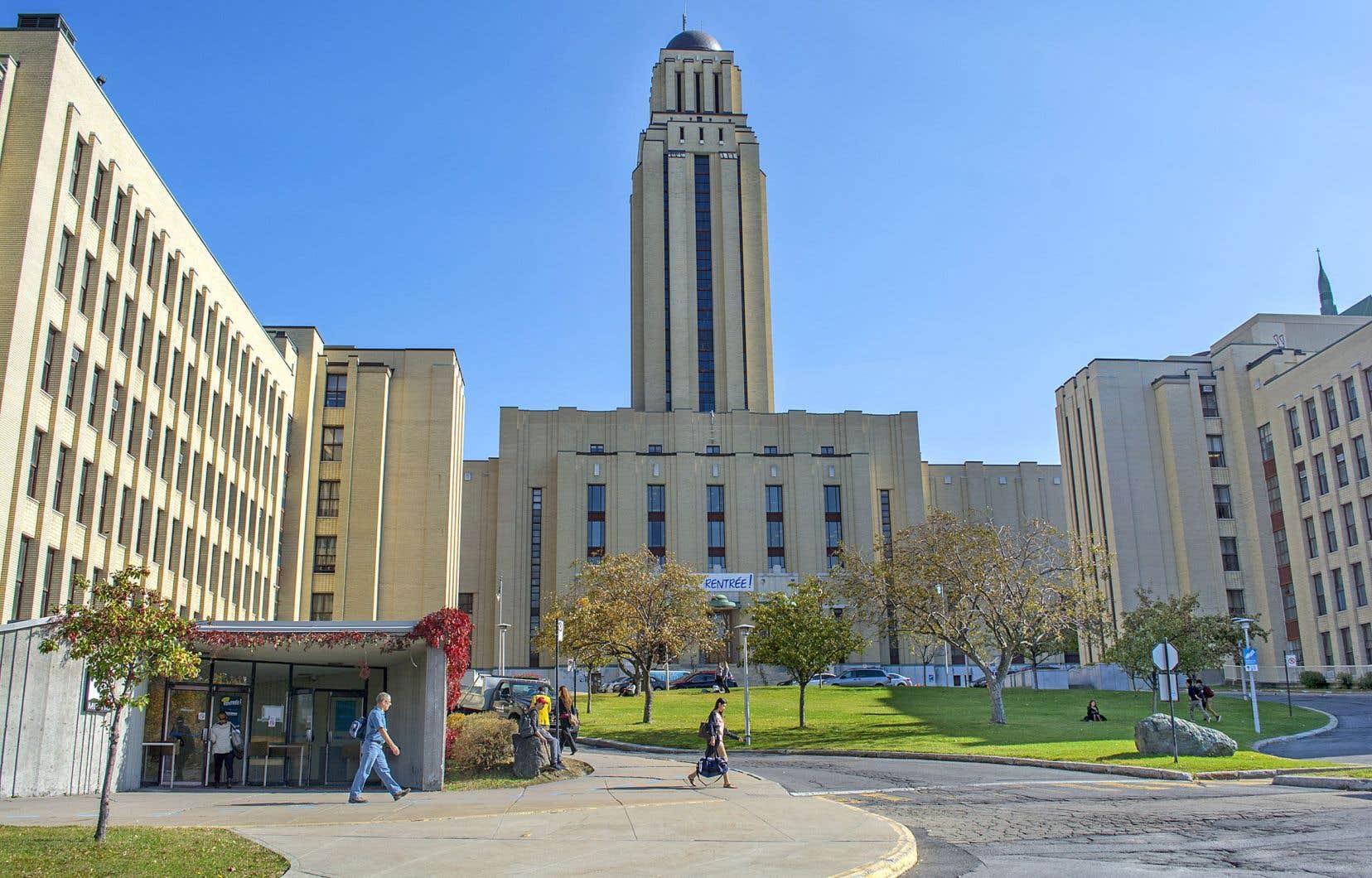 La charte de l'Université de Montréal n'a pas été mise à jour depuis son adoption par l'Assemblée nationale du Québec en 1967.