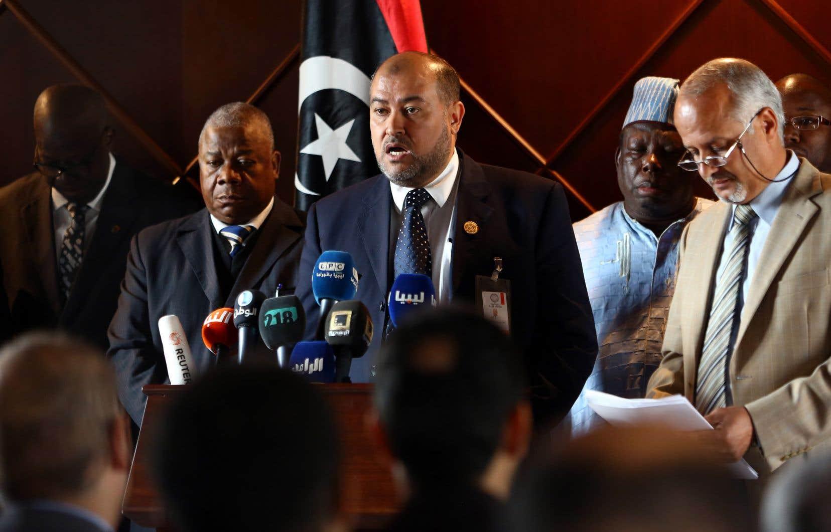 Les faits décrits, qualifiés d'actes «inhumains et contraires à la culture et aux traditions du peuple libyen», «font l'objet d'une enquête», a indiqué le ministère des Affaires étrangères dans un communiqué lu devant la presse.