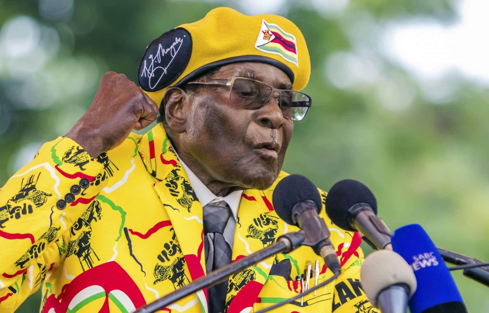 Le président du Zimbabwe, Robert Mugabe, s'est résigné à remettre sa démission mardi.