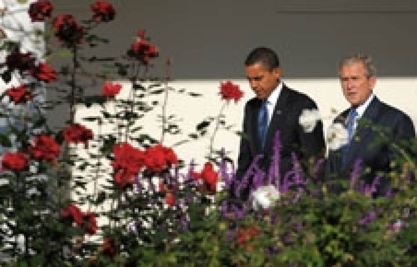 George W. Bush a reçu lundi son successeur à la Maison-Blanche, Barack Obama.