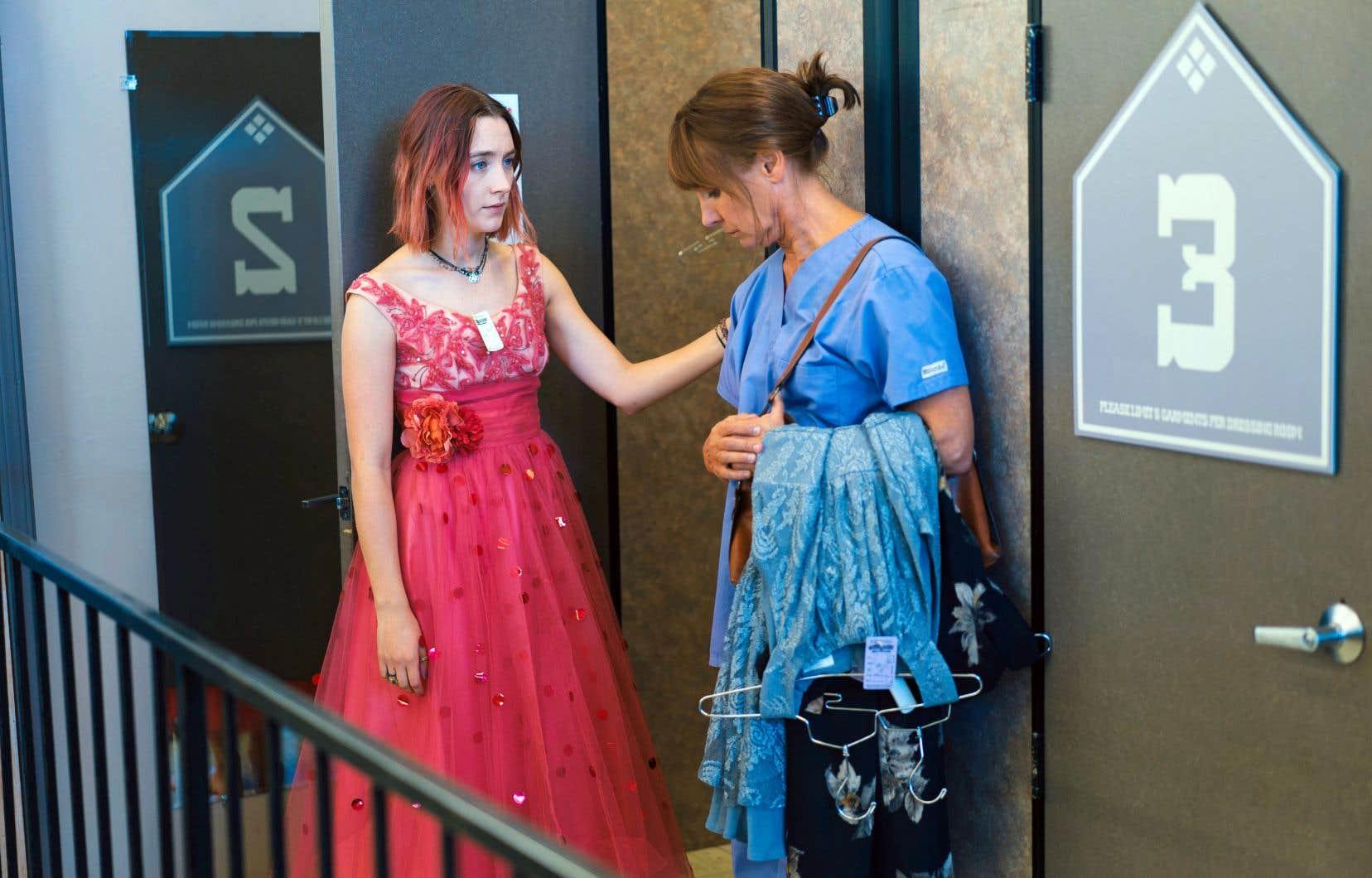 Au côté d'une Saoirse Ronan habitée, on est spécialement éblouis par Laurie Metcalf, qui compose une mère tour à tour insupportable et bouleversante.