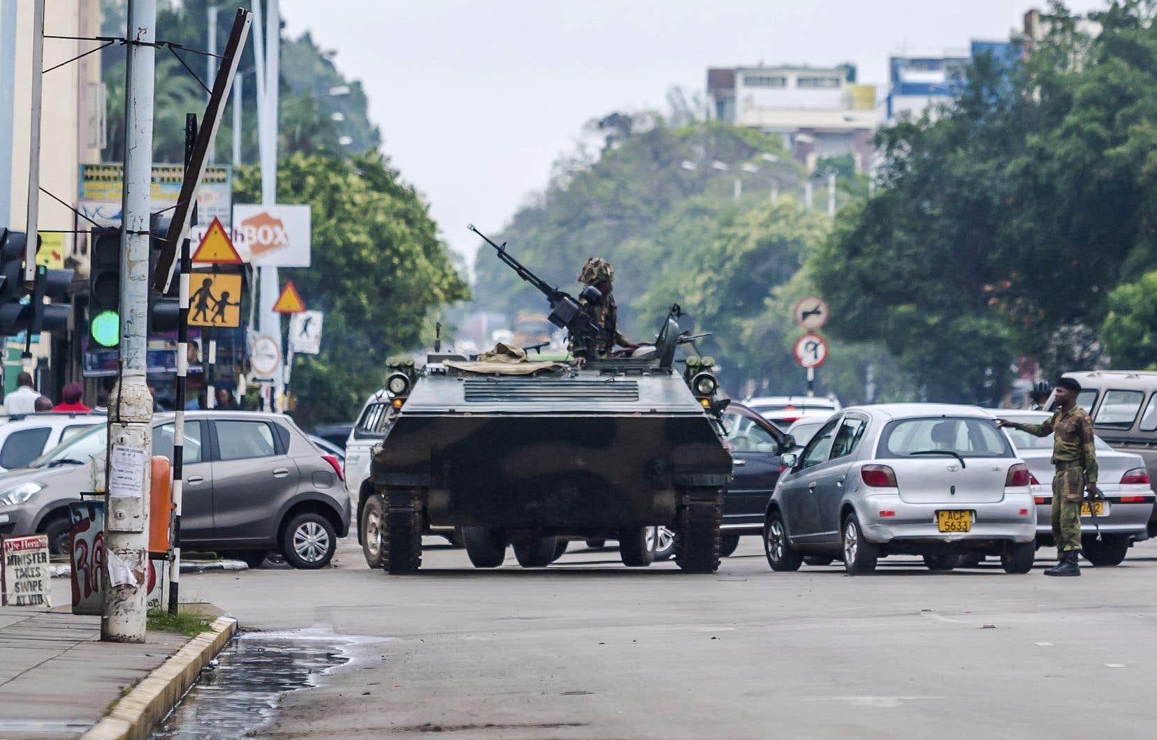 Les blindés de l'armée zimbabwéenneont pris position autour des points stratégiques de la capitale, comme le parlement ou la Cour suprême.