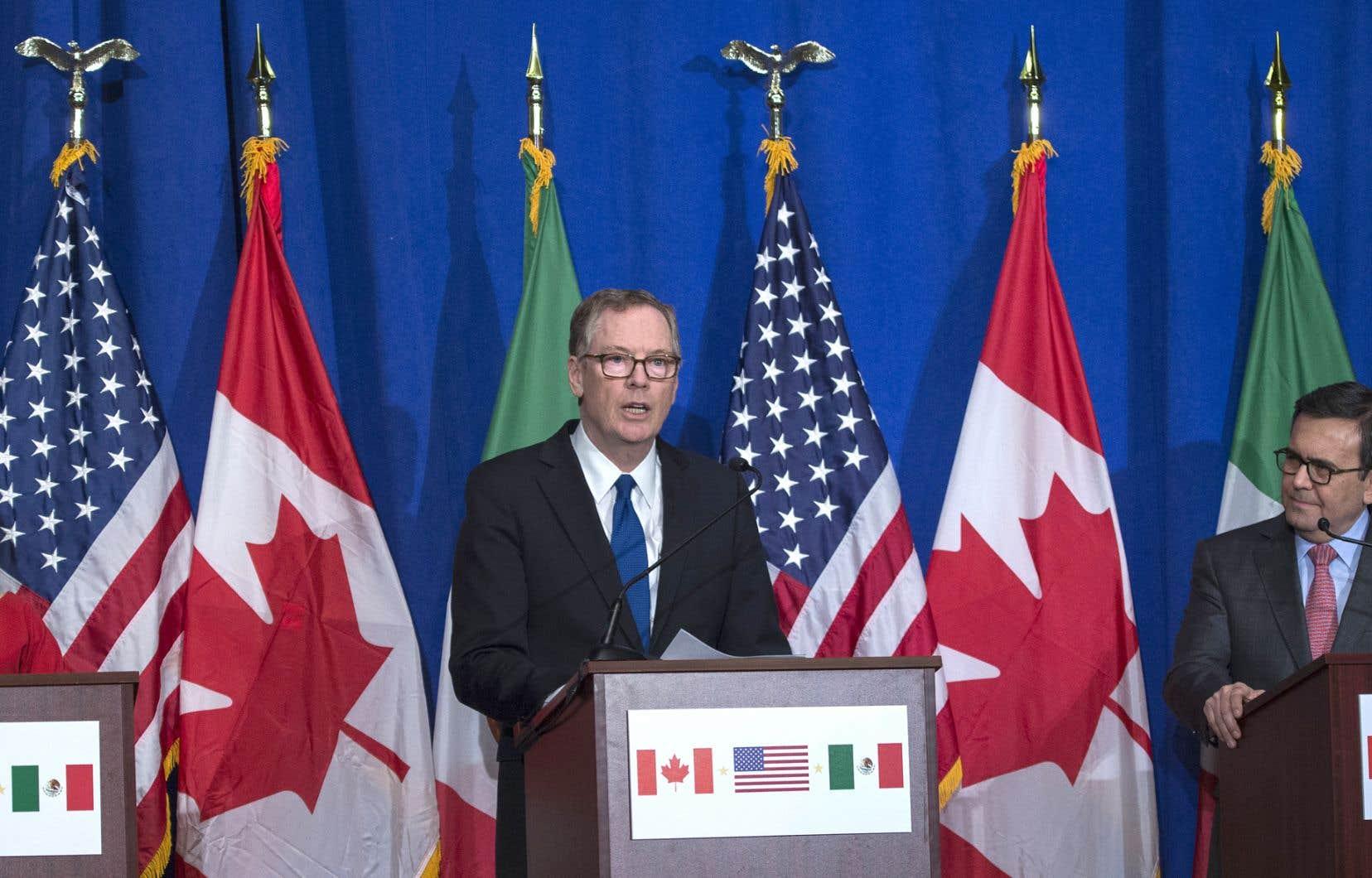 Le représentant au Commerce des États-Unis, Robert Lighthizer (au centre)