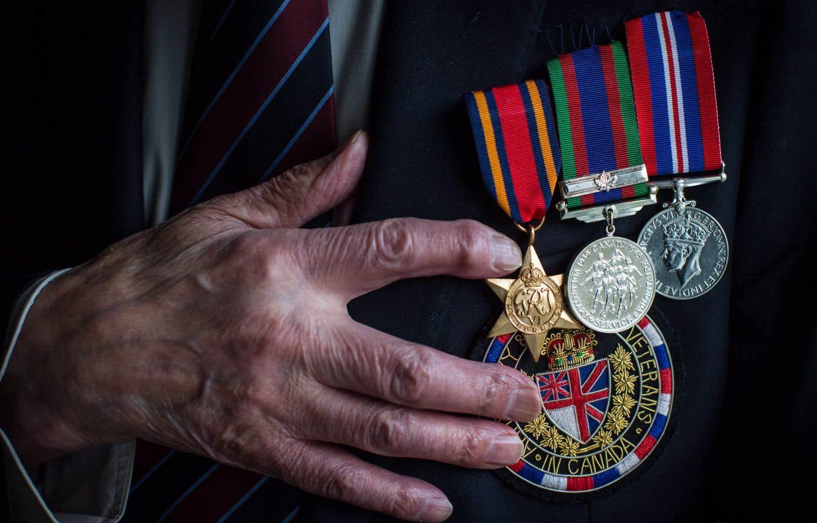 En 2016, d'anciens membres homosexuels de l'armée canadienne et de la fonction publique avaient intenté une action collective nationale de 600 millions de dollars contre le gouvernement canadien.