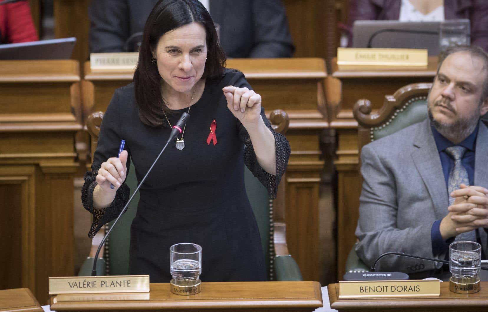 La nouvelle mairesse de Montréal, Valérie Plante, lors dela première assemblée du conseil municipal depuis son élection, lundi