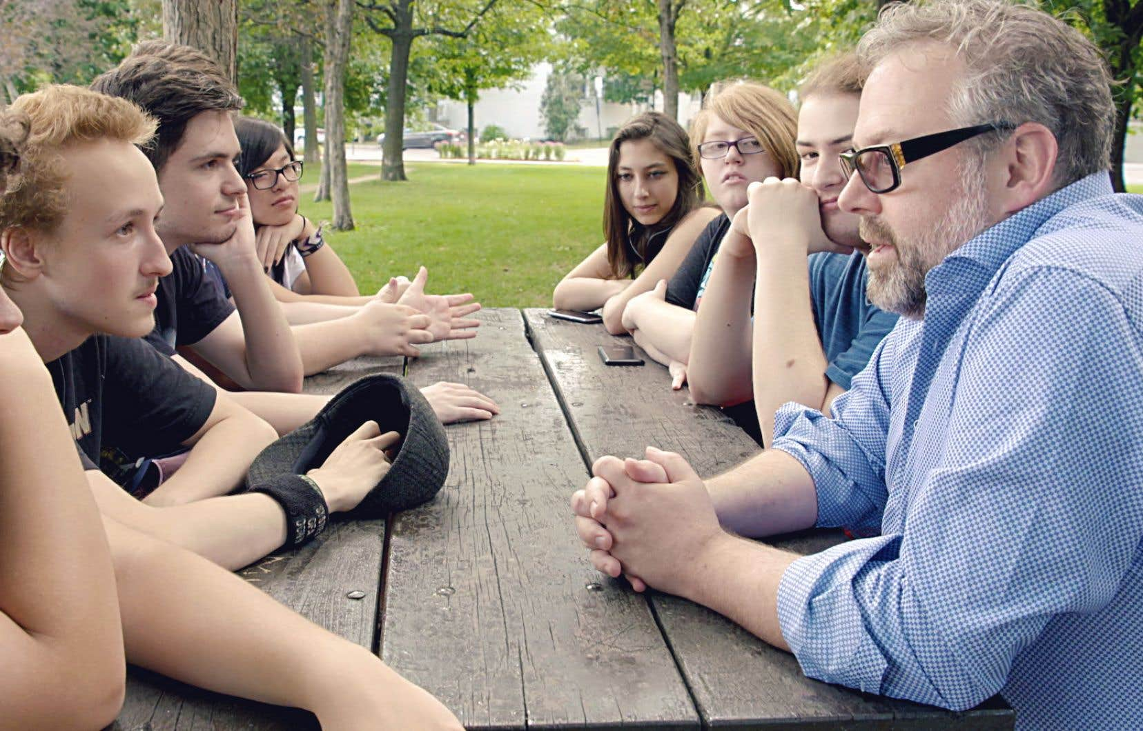 Le documentaire «Bye» montre Alexandre Taillefer à la fois à la recherche d'explications pour le suicide de son fils et en croisade pour que les enjeux de santé mentale remontent à la surface.