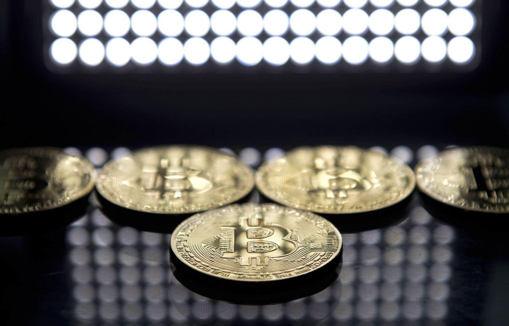 La valeur du bitcoin, la plus célèbre des cryptomonnaies, a explosé cette année.