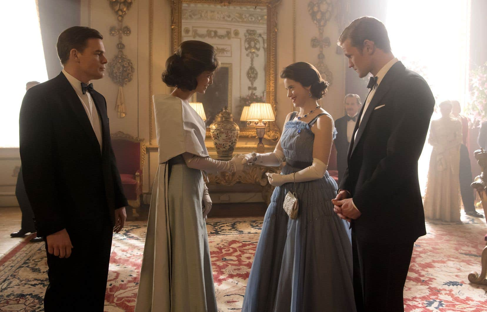 Le regard que portent sur la reine Jackie (Jodi Balfour) et John F. Kennedy (Michael C. Hall, à gauche), aussi dépeints sans pitié dans «The Crown 2», se révèle plus moqueur que respectueux.