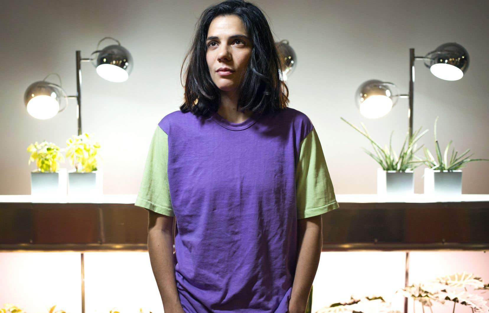 L'artiste Clara Furey explore les frontières de sa propre radicalité, finalement fort mouvantes.