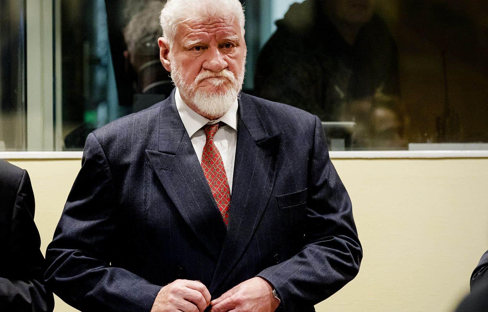 Slobodan Praljak s'est donné la mort en buvant une fiole de poison juste après avoir reçu la confirmation de sa condamnation à 20ans de prison par le TPIY.
