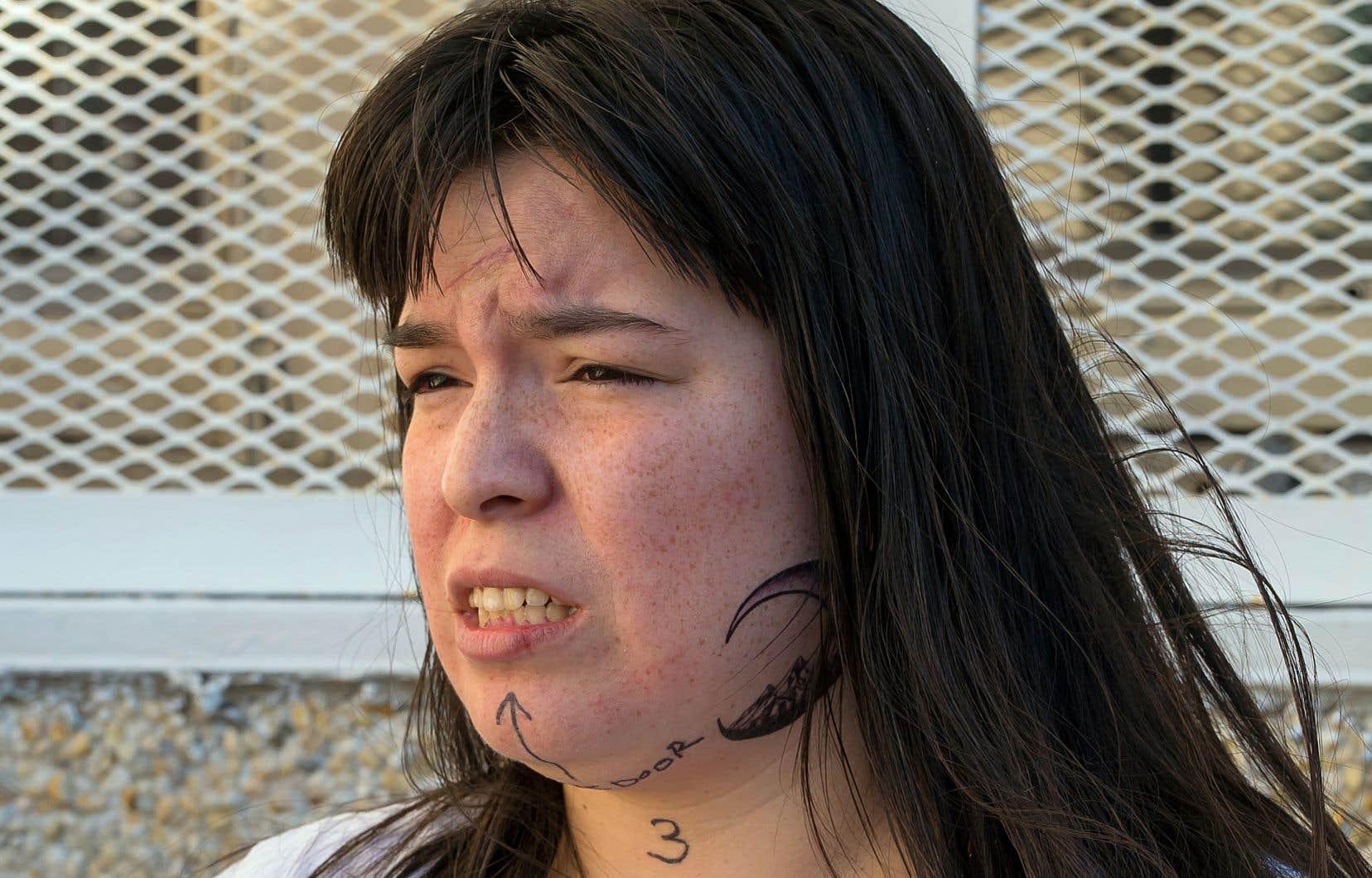 Dans la série télévisée «Unité 9», les personnages fictifs de Jeanne et d'Eyota Standing Bear (sur notre photo, interprétée par la comédienne innue Natasha Kanapé Fontaine) sont des «survivantes», décrit l'auteure Danielle Trottier.