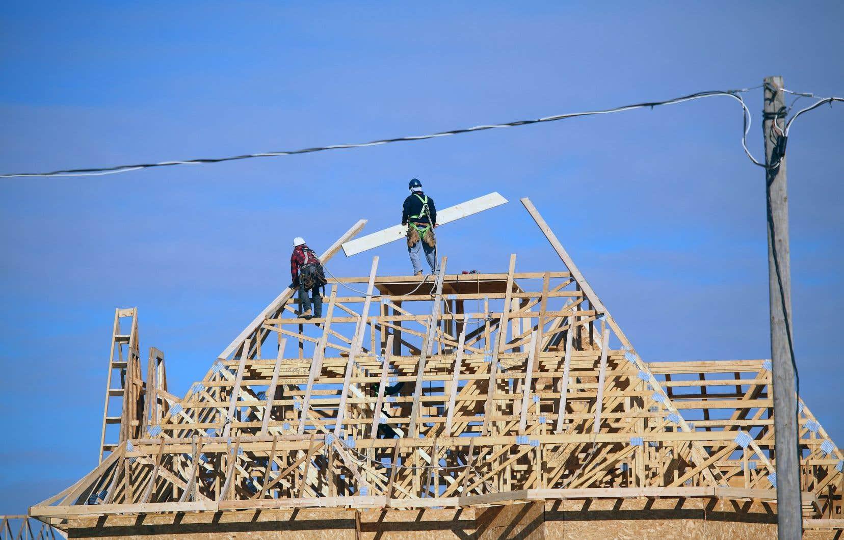 Le secteur des biens, notamment le domaine de la construction, a créé de l'emploi.