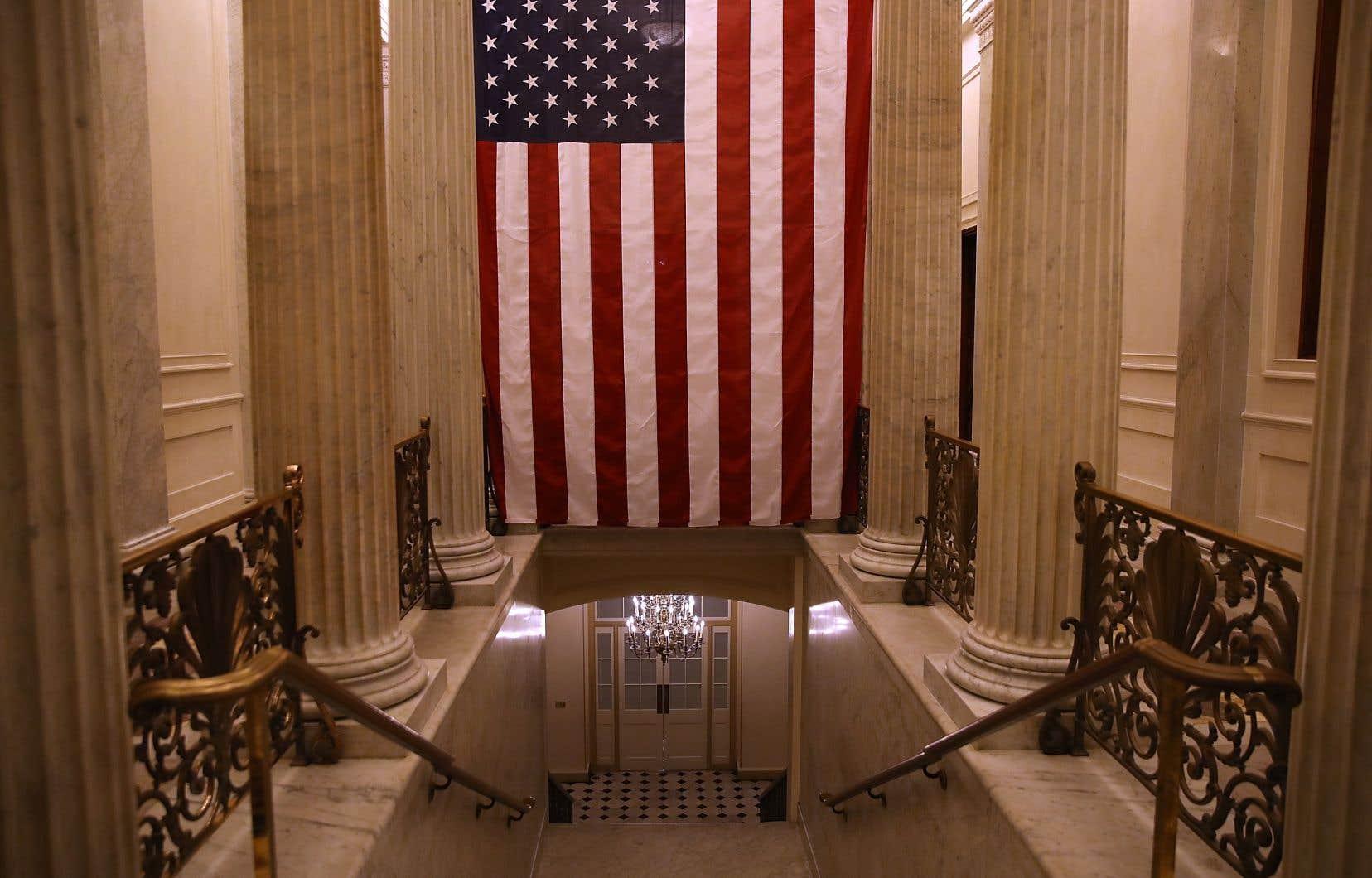 Un couloir désert du Capitole, qui abrite le Sénat américain