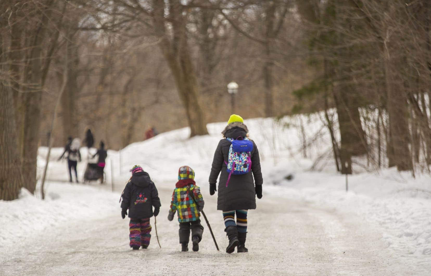 Environ 1,8million d'enfants ne sont pas inscrits au Bon d'études canadien prestation, même s'ils y ont droit. Le gouvernement estime que le programme dispose d'au moins 900millions $ en fonds non réclamés.