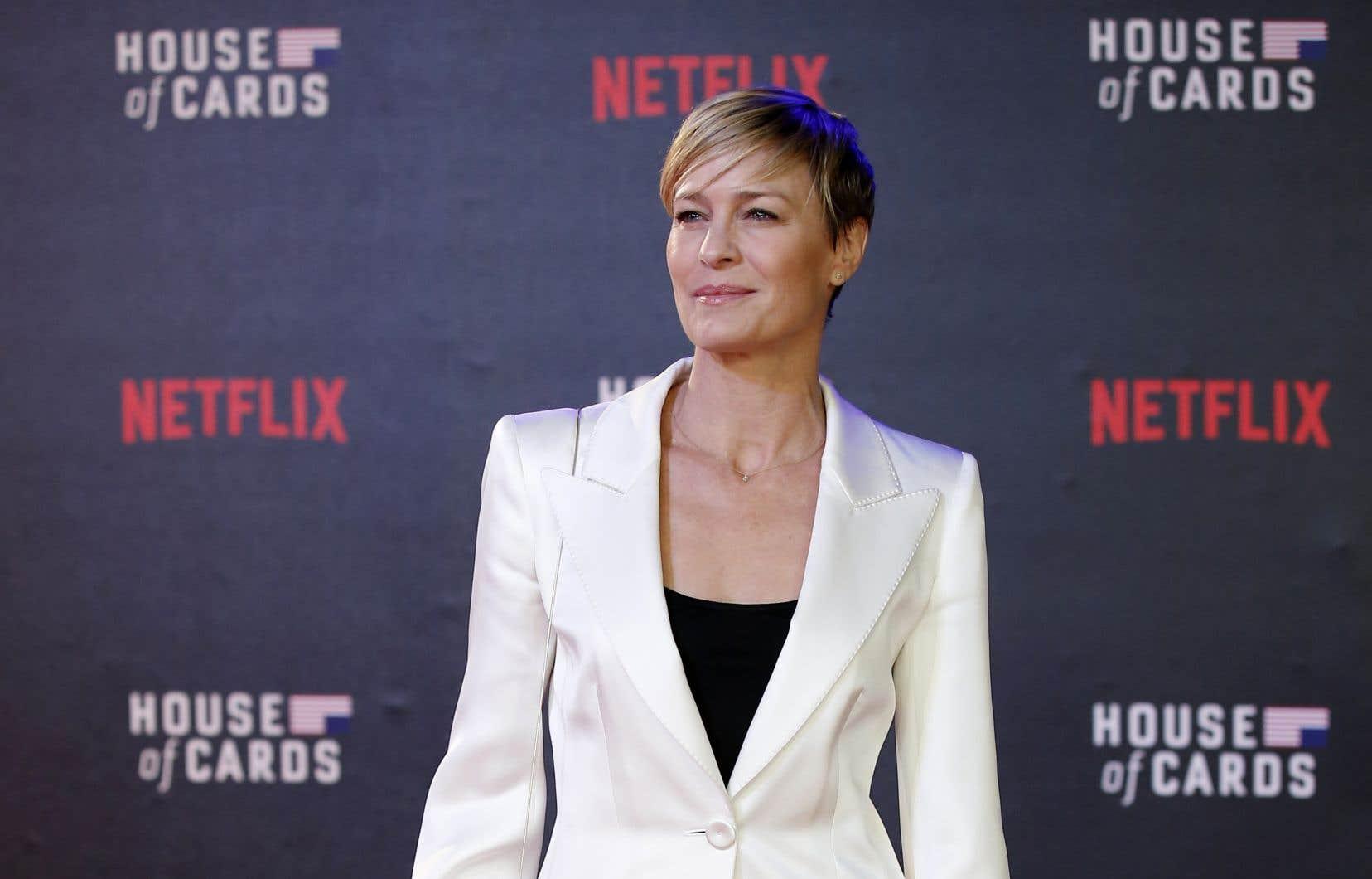 La fin de la cinquième saison avait déjà offert aux auteurs un tremplin intéressant en faisant de Claire Underwood (Robin Wright) la remplaçante de Frank Underwood (Kevin Spacey) à la Maison-Blanche.