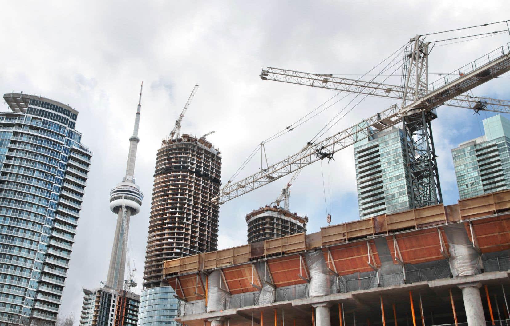 La cadence annualisée et désaisonnalisée des mises en chantier en Ontario a grimpé à 95741 unités en novembre.
