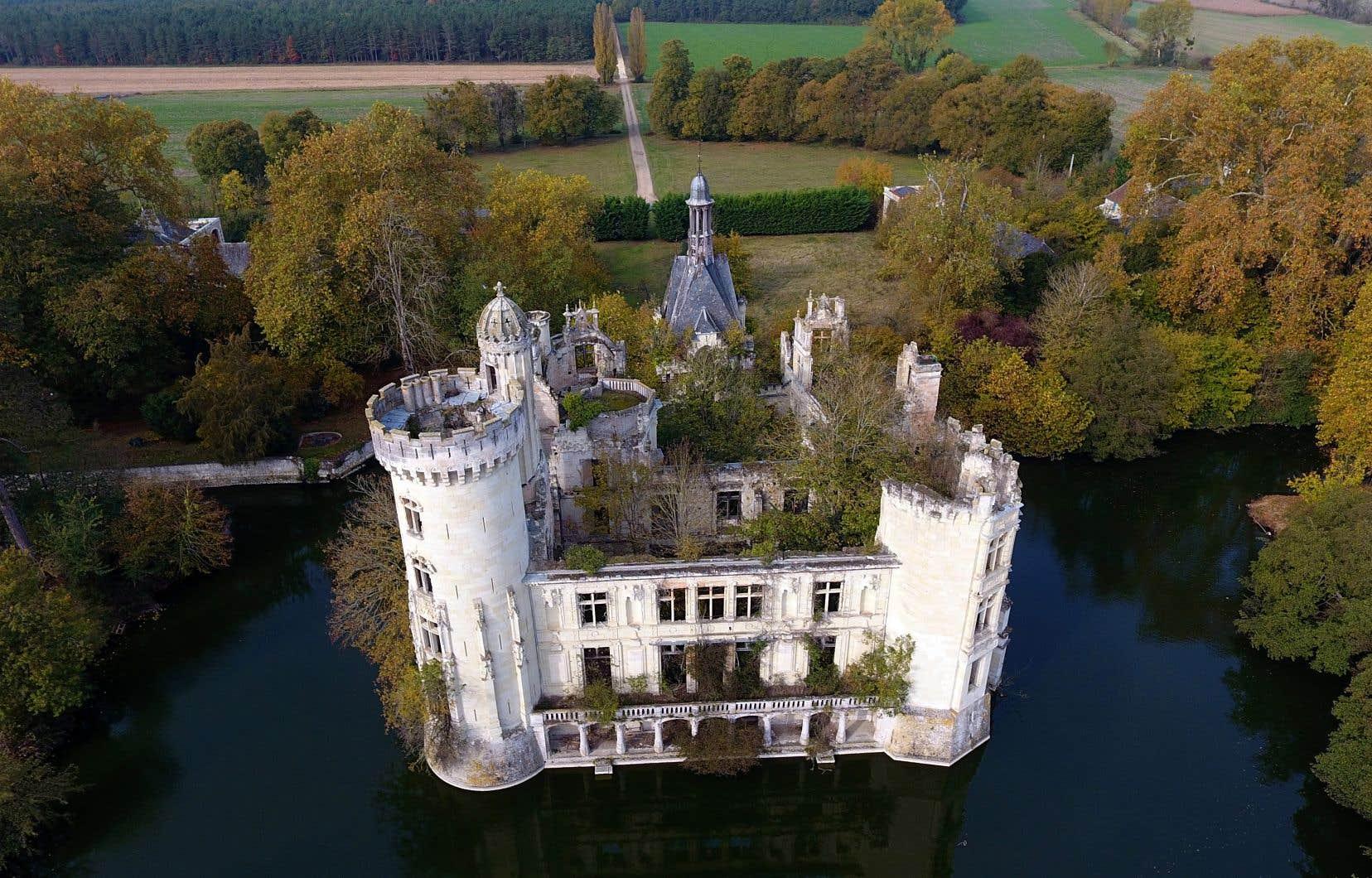 Vue aérienne du château La Mothe-Chandeniers