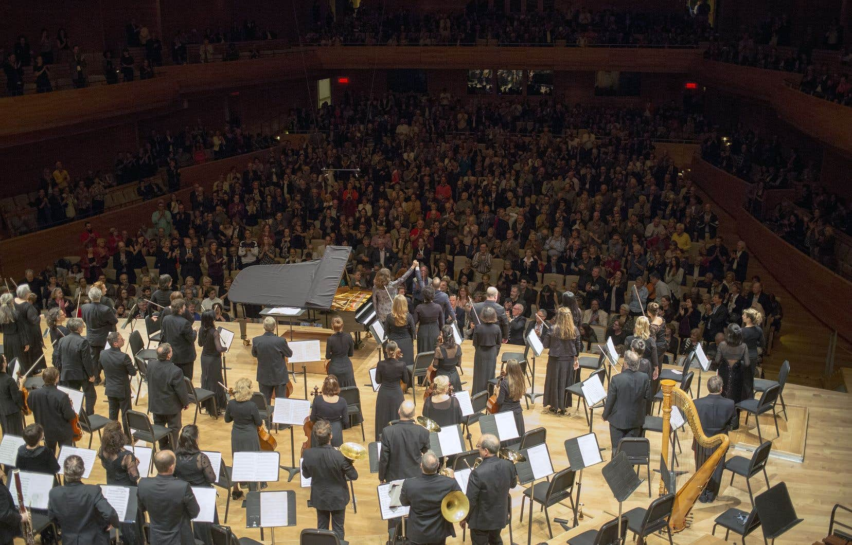 Yannick Nézet-Séguin affirme que son orchestre et lui sont comme des «touristes» à la Maison symphonique de Montréal: «Je ne peux pas rentrer, on reste bloqué dans les ascenseurs parce qu'on n'a même pas de cartes magnétiques d'accès!»