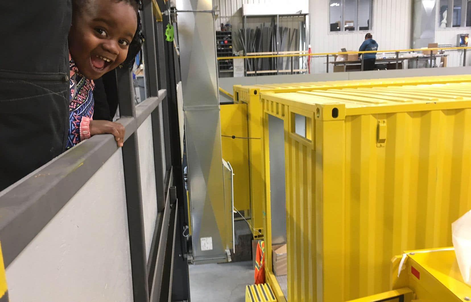 Accompagnés pour certains par leurs enfants, les immigrants que Val-d'Or aimerait bien attirer chez elle ont notamment visité quelques-unes des usines du parc industriel.