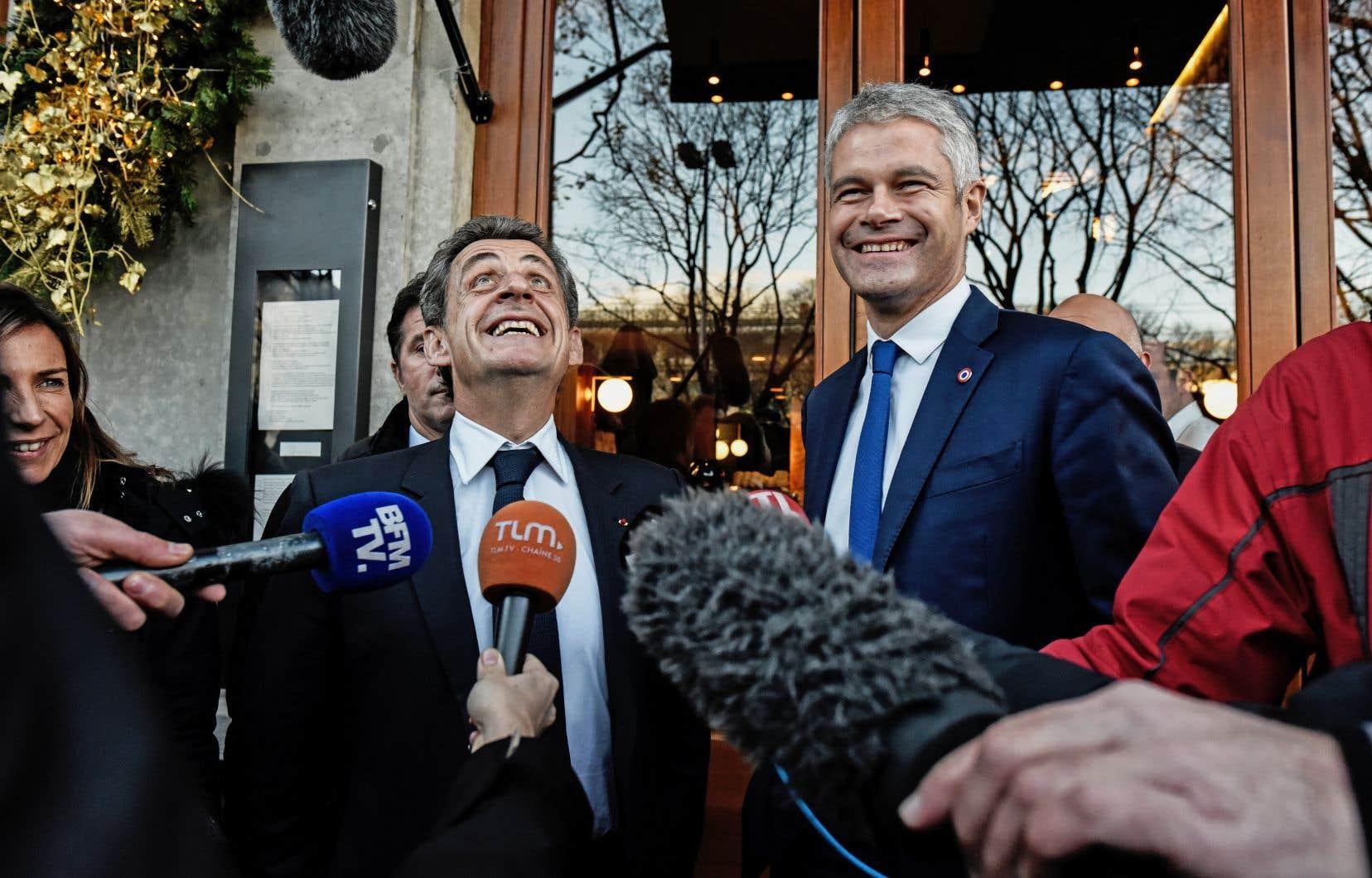 Laurent Wauquiez (à droite) jouissait de l'appui de l'ex-président français et dernier chef en date de la formation, Nicolas Sarkozy.